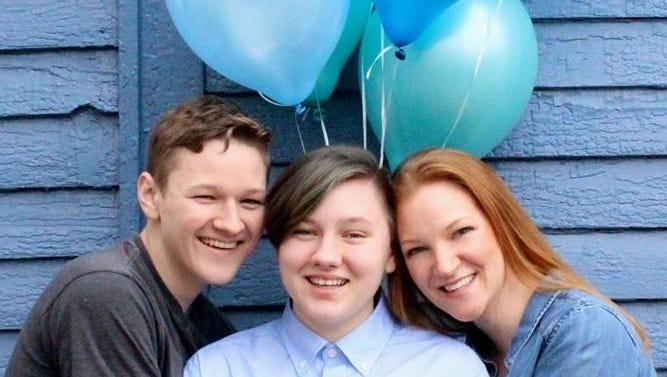 Mom praises transgender son's coming out with ultimate 'It's a boy' photo shoot