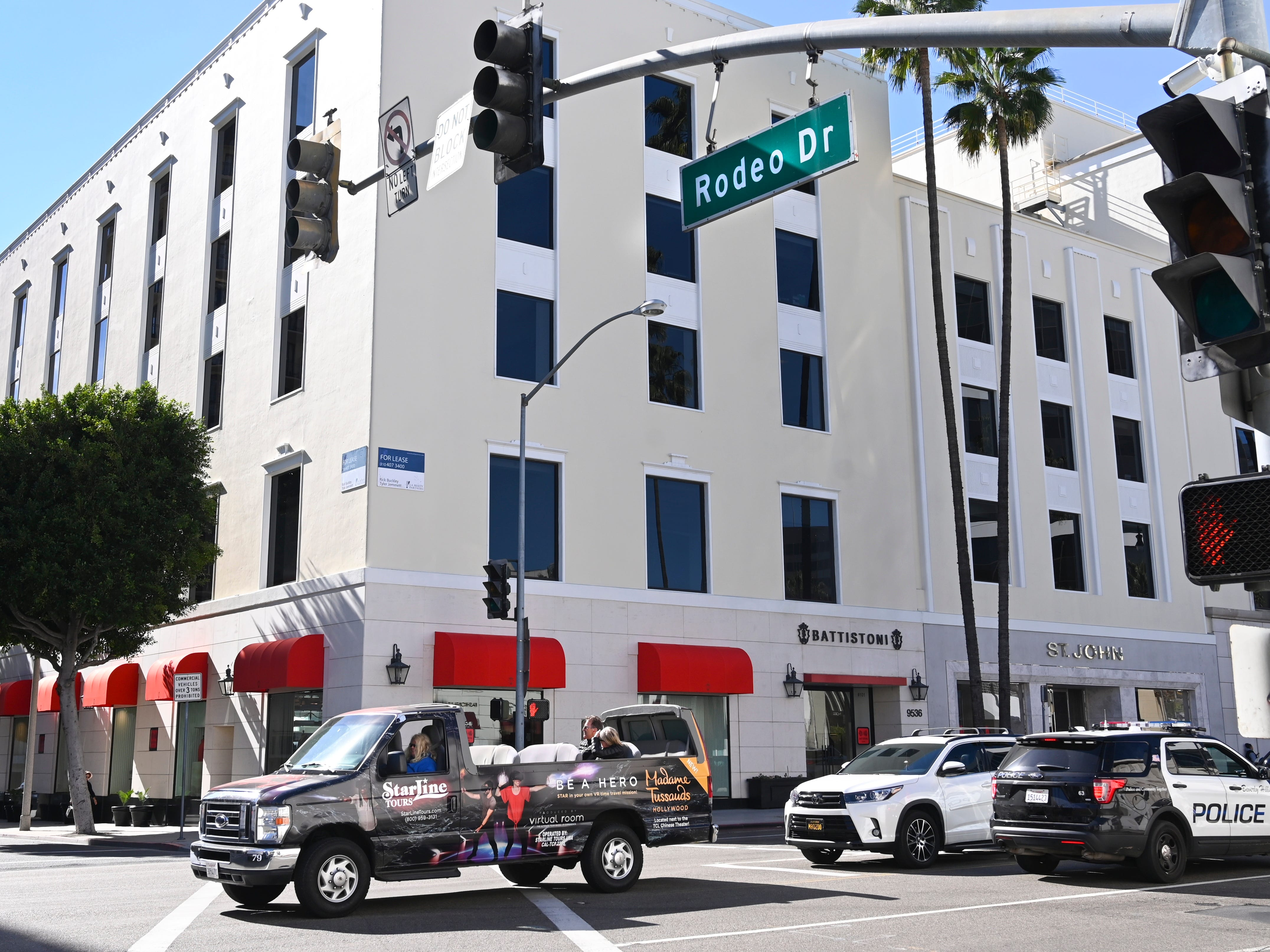 A sightseeing tour bus turns onto Rodeo Drive in BeverlyHills, Jan. 25, 2019.