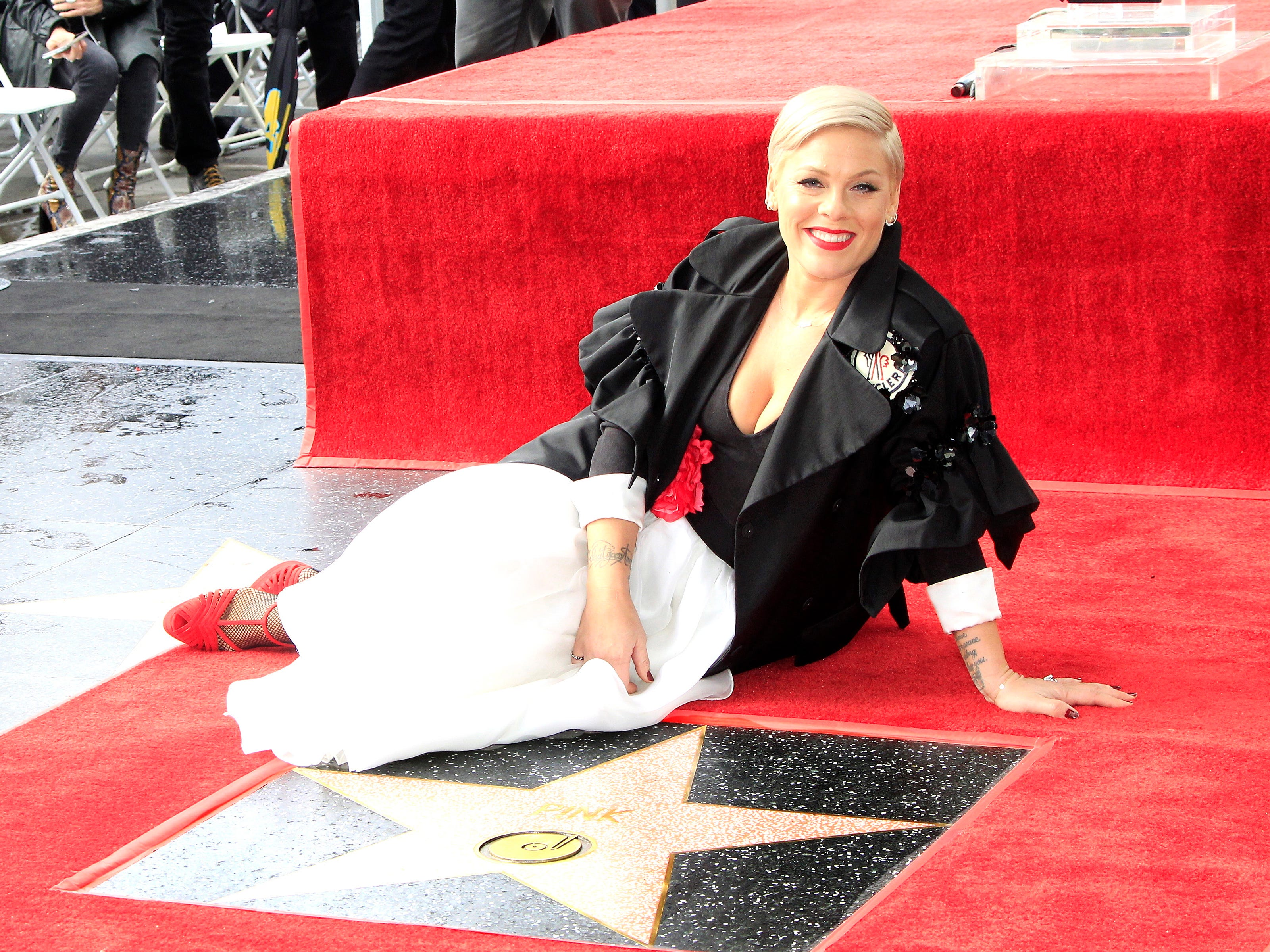 epa07346552 US singer Pink poses for photos as she receives the 2,656th Star on the Hollywood Walk of Fame in Hollywood, California, USA, 05 February 2019. The star was dedicated in the Category of Recording.  EPA-EFE/NINA PROMMER ORG XMIT: NPX01