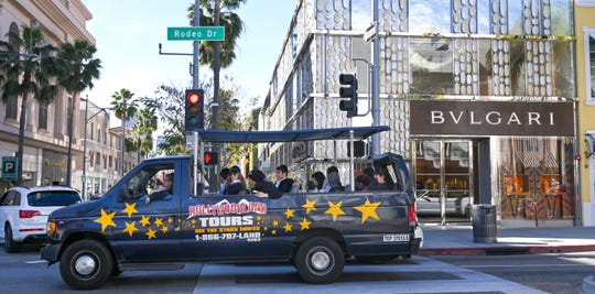 A sightseeing tour bus cruises down Rodeo Drive in Beverly Hills, Jan. 25, 2019.