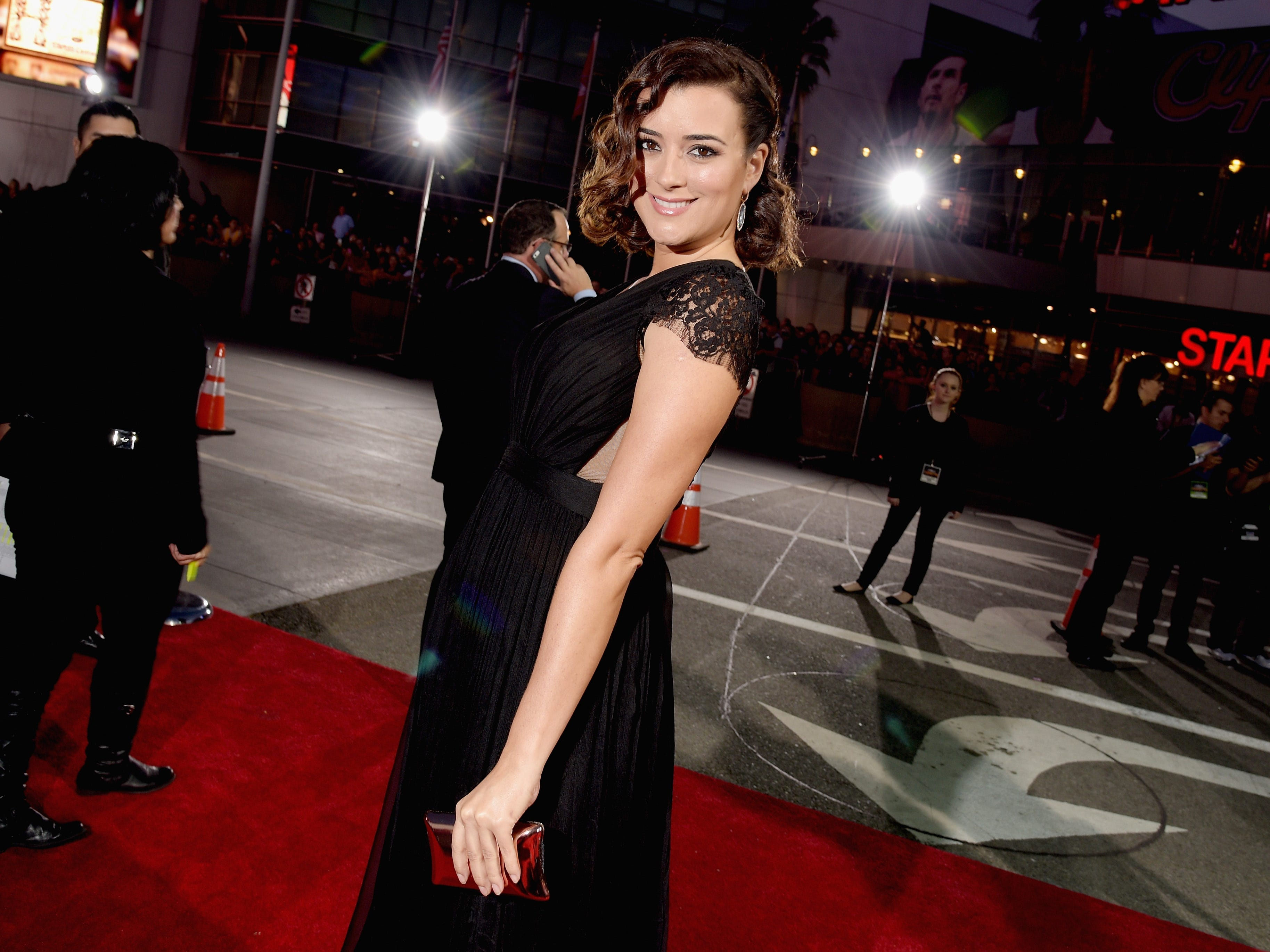 LOS ANGELES, CA - JANUARY 07:  Actress Cote de Pablo attends The 41st Annual People's Choice Awards at Nokia Theatre LA Live on January 7, 2015 in Los Angeles, California.  (Photo by) ORG XMIT: 529139419 ORIG FILE ID: 461147544