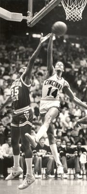 1981: University of Cincinnati basketball player Bobby Austin (14) battles Dale Solomon for a rebound.