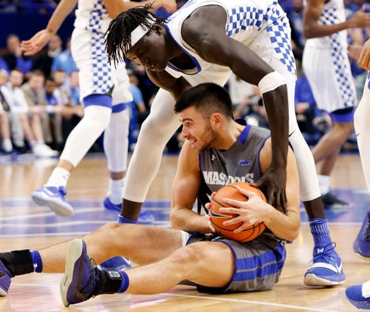 Kentucky's Wenyen Gabriel, top, tries to tie up Fort Wayne's John Konchar during the first half of an NCAA college basketball game.
