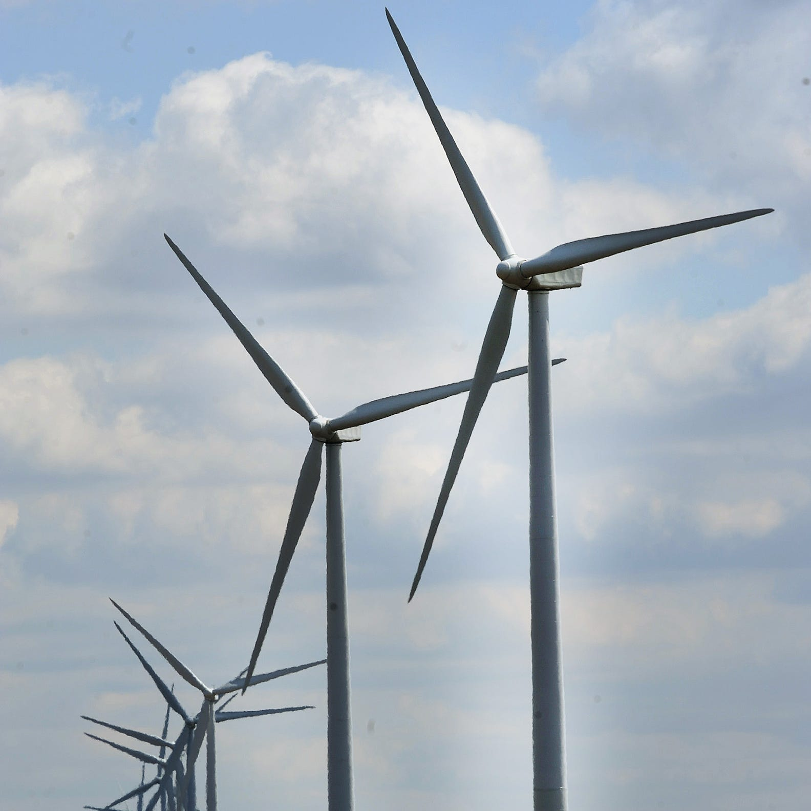 Ordinance proposes to ban wind farms