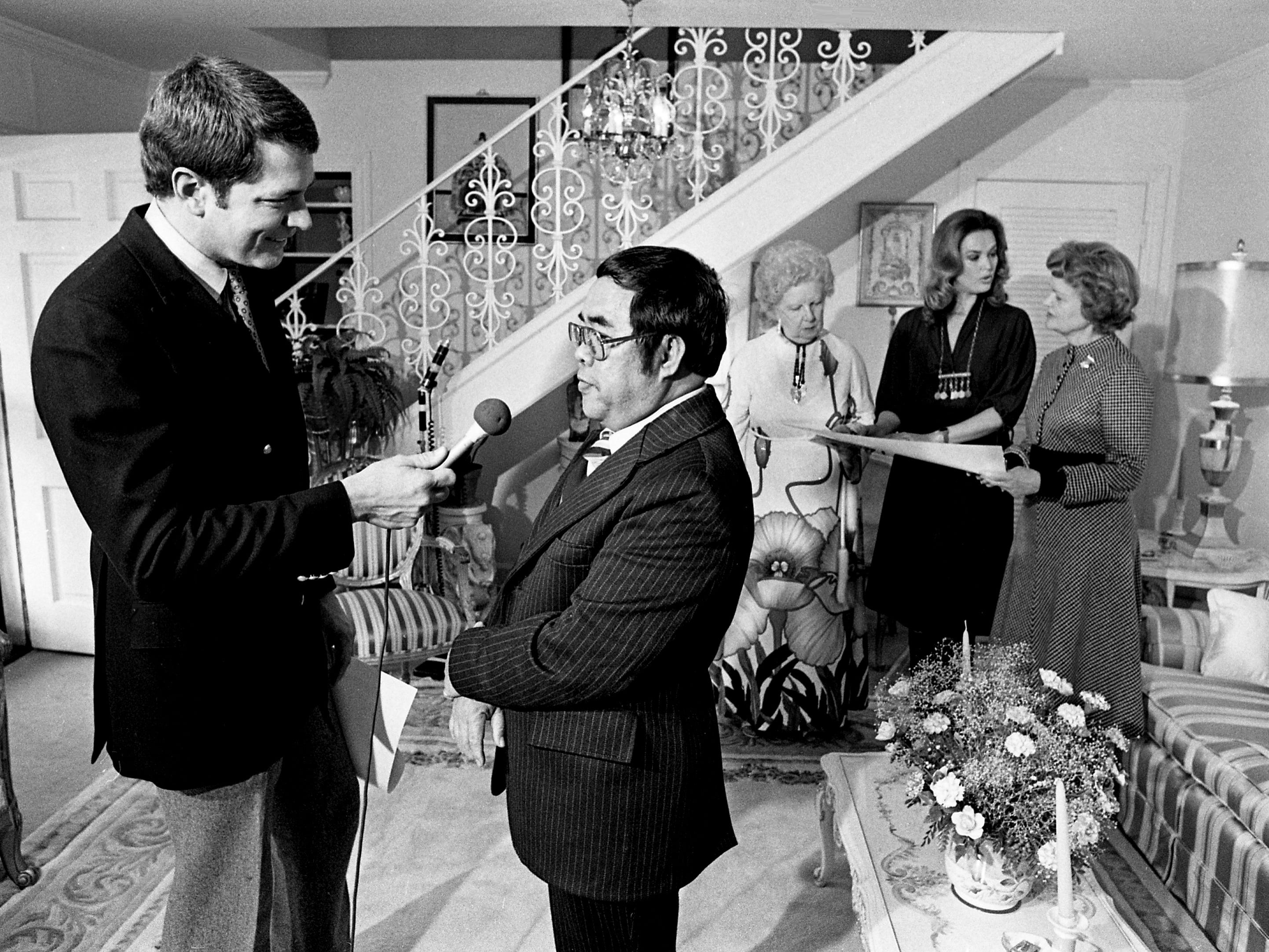 "Huell Howser, left, of Channel 4 interviews Nashville artist Dani Aguila after he presented ""pictographs"" to two former Tennessee first ladies and the daughter of another governor Feb. 13, 1979."