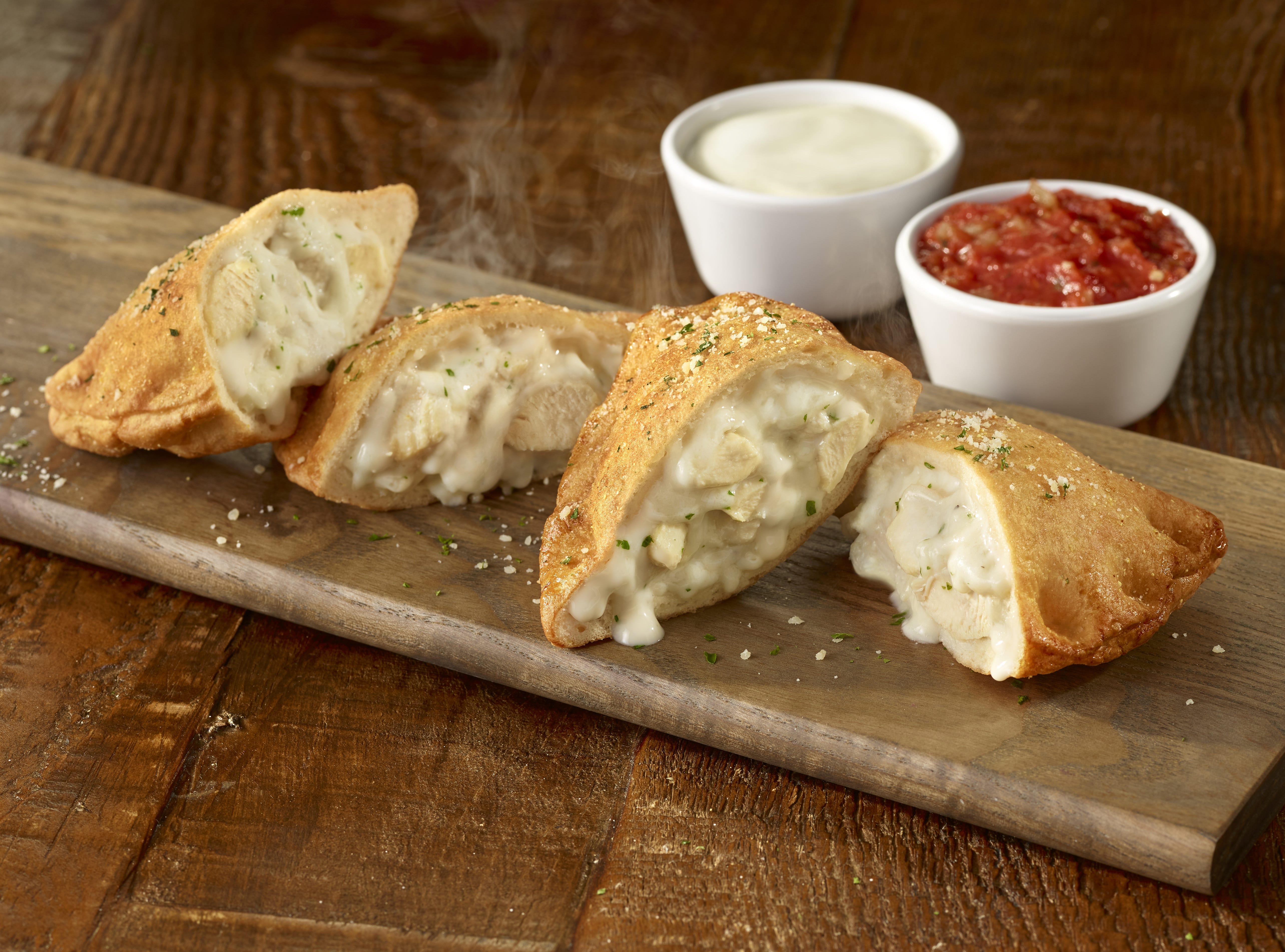 Olive Garden's Chicken Alfredo Pizza Fritta