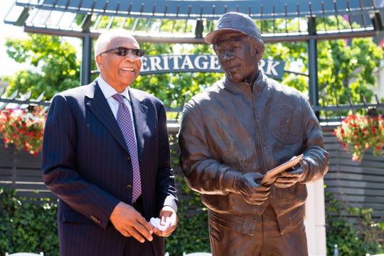 Frank Robinson tiene una estatua en el Progressive Field de Ohio, que honra su carrera con los Indios de Cleveland.