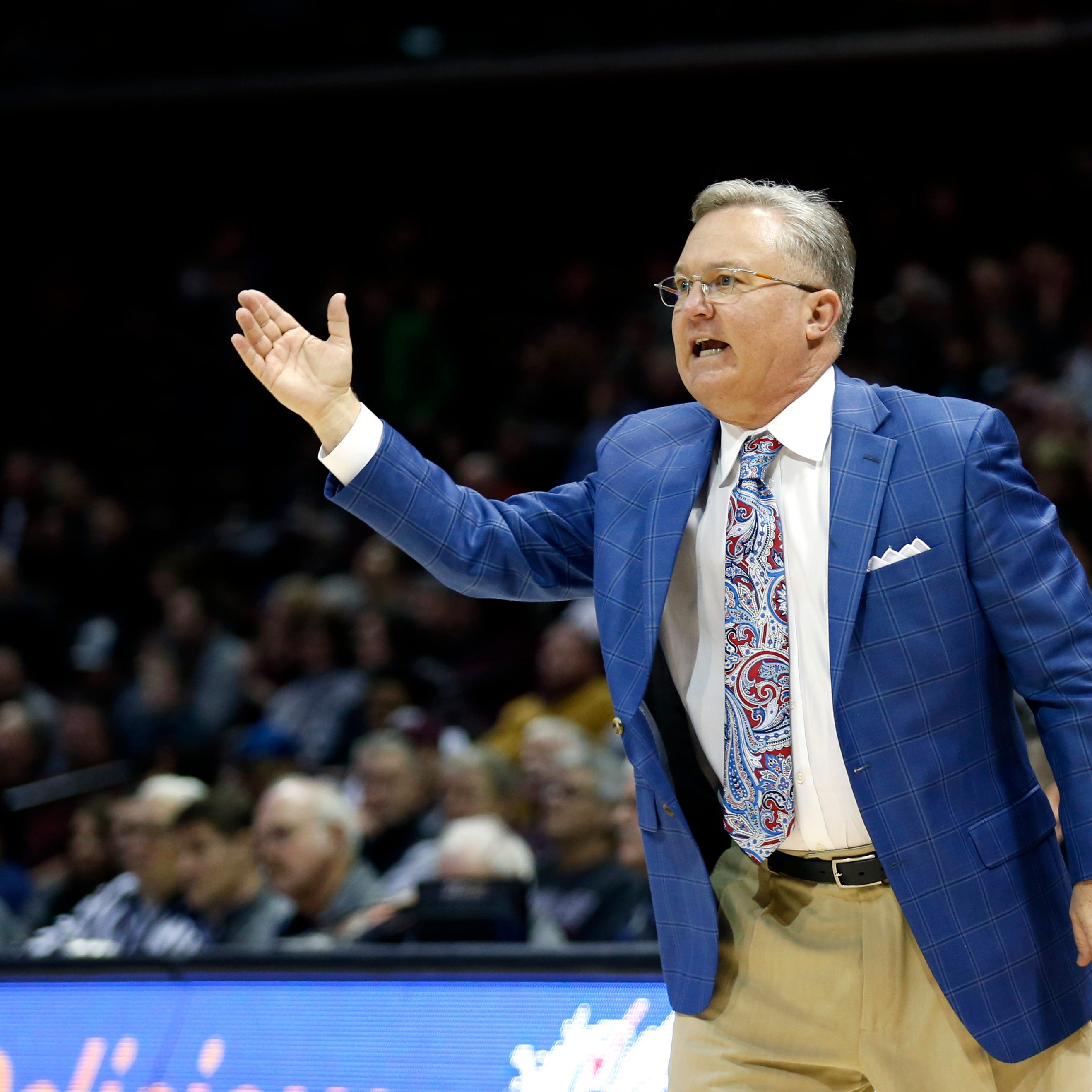 Former Bears coach Barry Hinson announces he is no longer Southern Illinois' head coach