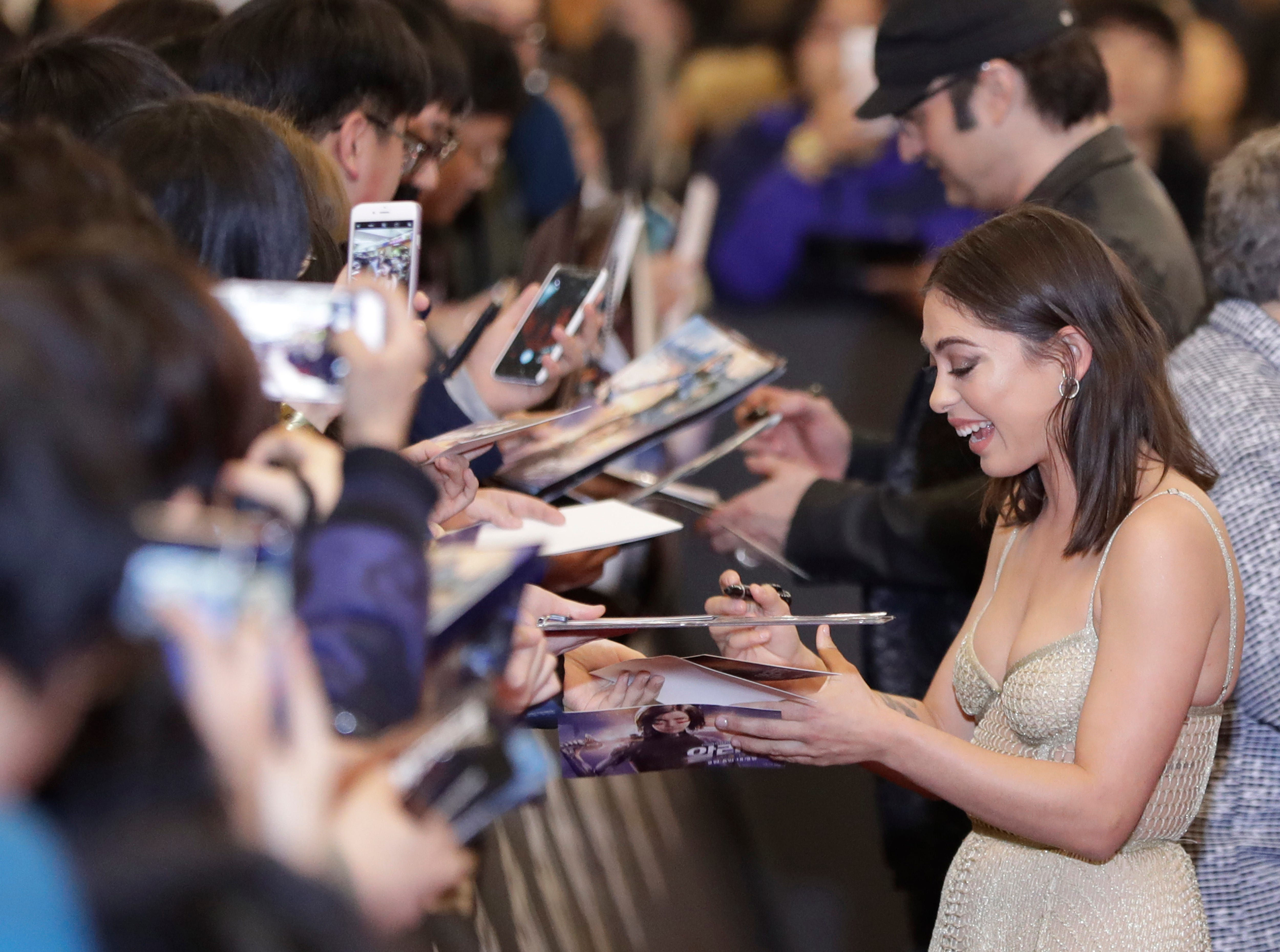 """Actress Rosa Salazar signs autographs for fans as she attends a red carpet event to promote her latest movie """"Alita: Battle Angel"""" in Seoul, South Korea, Friday, Jan. 25, 2019."""