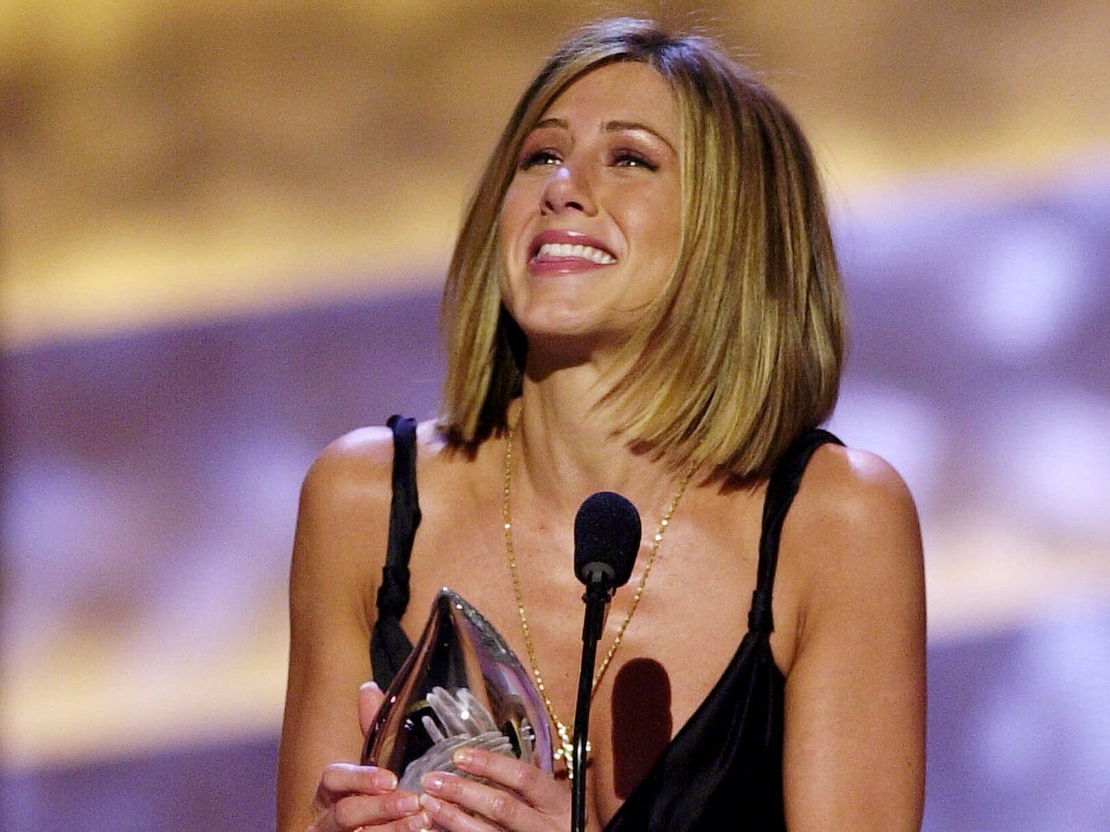 Aniston began 2001 with a People's Choice Award for favorite female television performer.