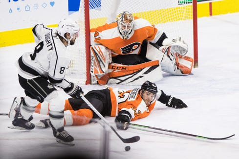 Anthony Stolarz made 37 saves to help the Flyers at least get a point in a 3-2 loss to the Los Angeles Kings.