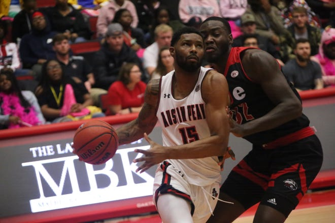 Austin Peay's Jabari McGhee (15) drives baseline against a SIU Ewardsville defender during their OVC game Thursday at the Dunn Center.