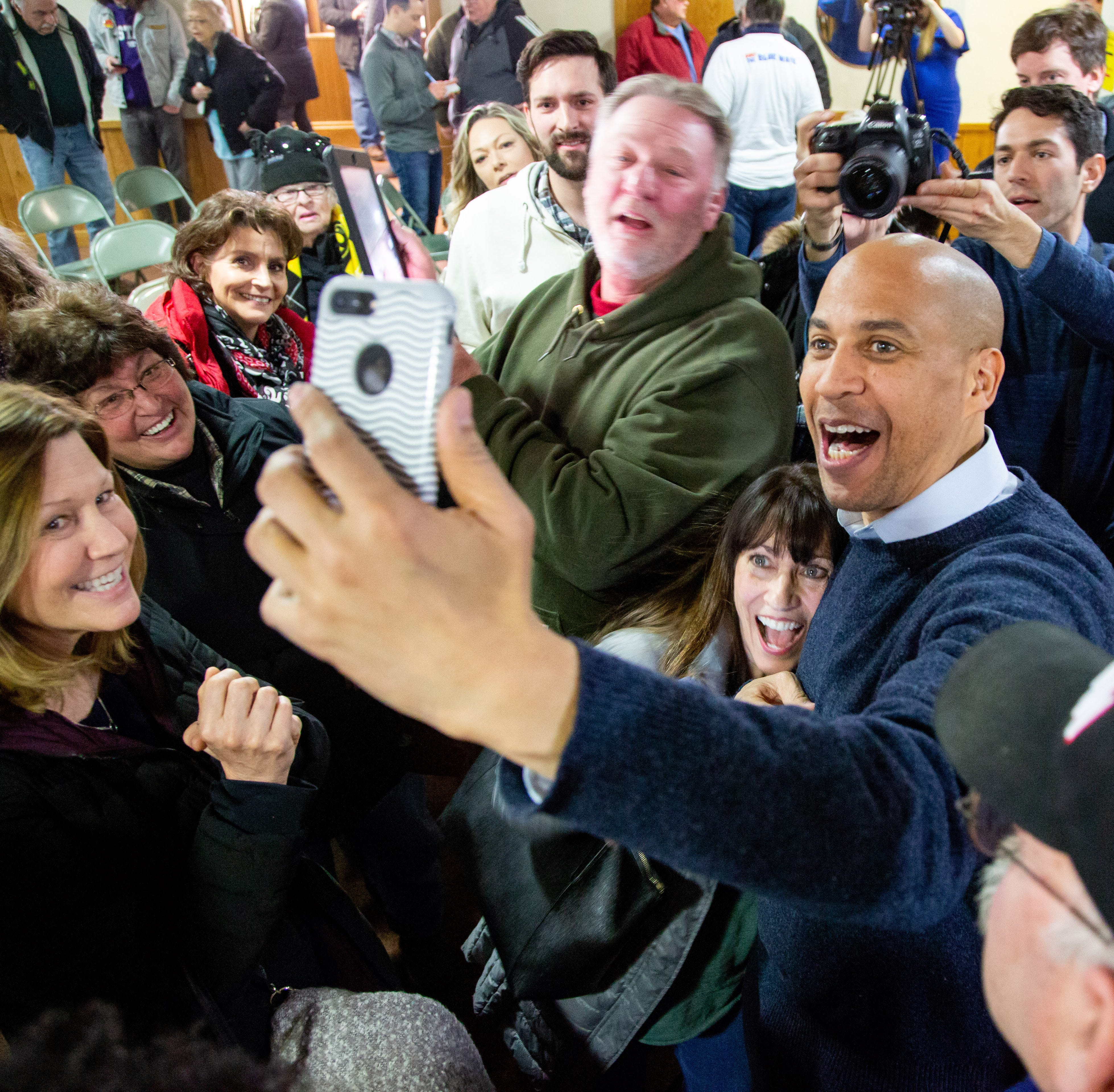Iowa Politics Newsletter: Weekend campaign trail in Iowa brought Booker, Warren and Buttigieg