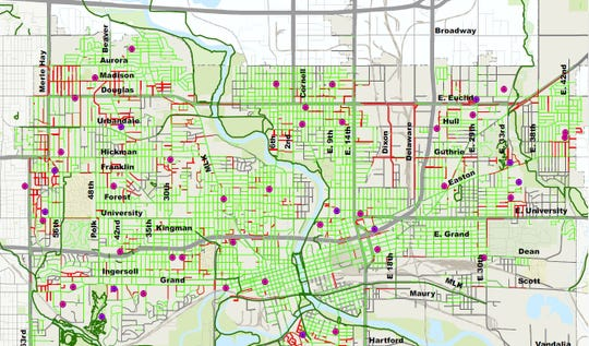 The sidewalk gaps, marked in red, Des Moines could decide to fill over the next 20 years.