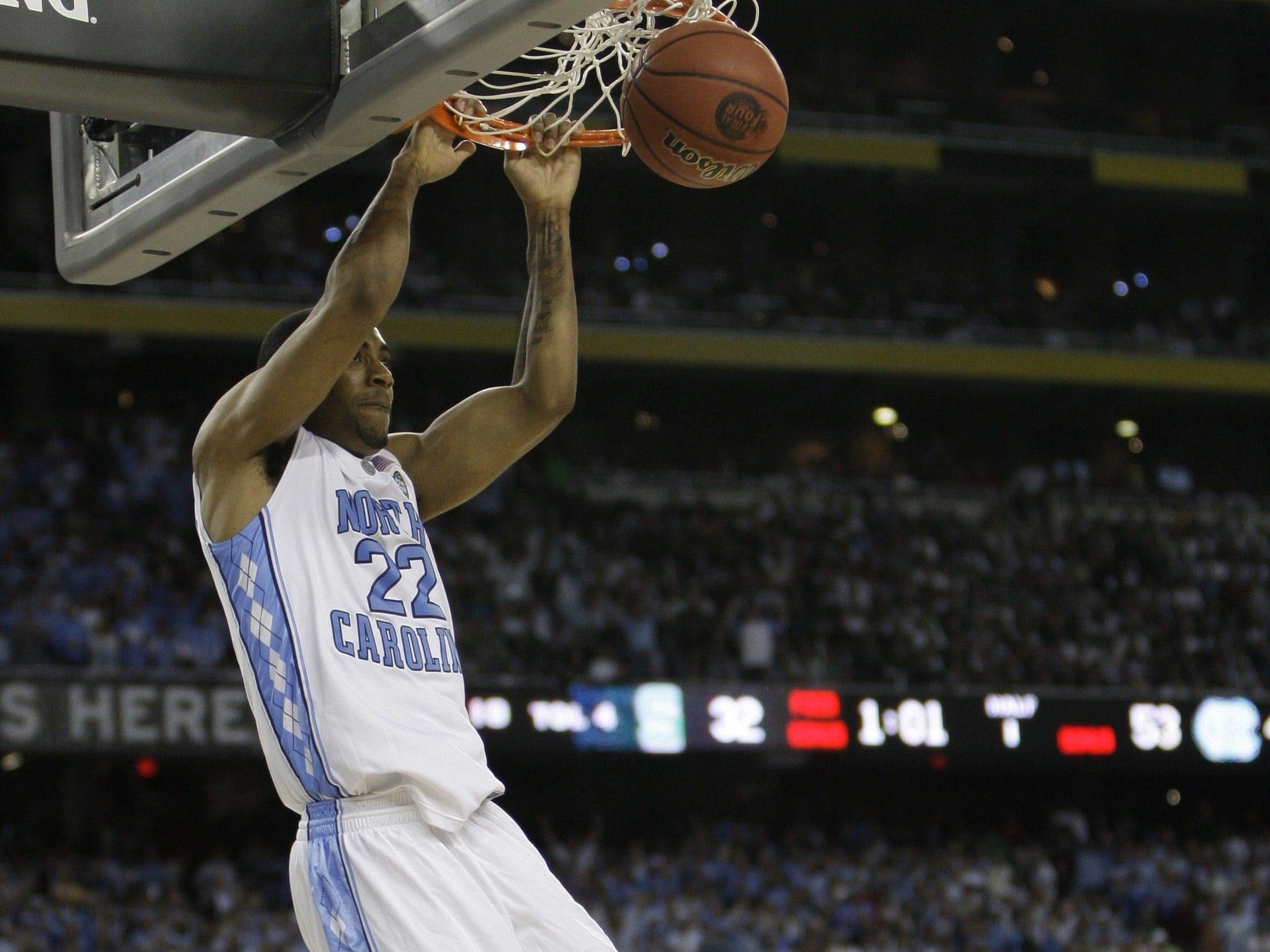 North Carolin's Wayne Ellington dunks against Michigan State during the first half at Ford Field in Detroit, April 6, 2009.