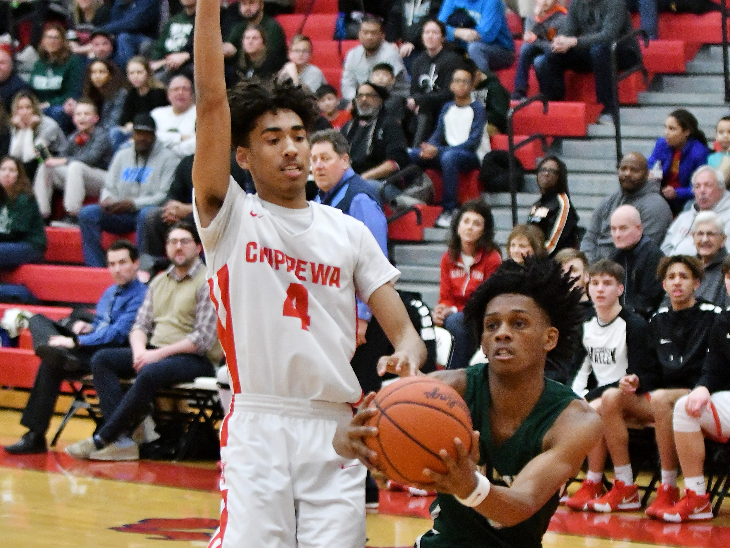 Chippewa Valley's Jon Bolden (4) guards New Haven's Ronald Jeffrey III in the first half.