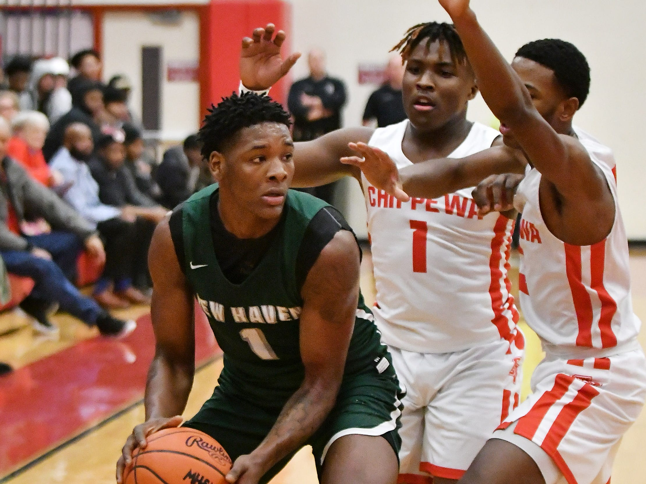 Chippewa Valley's Myren Harris (1) and Corey McCray, right, guard New Haven's Romeo Weems in the first half.