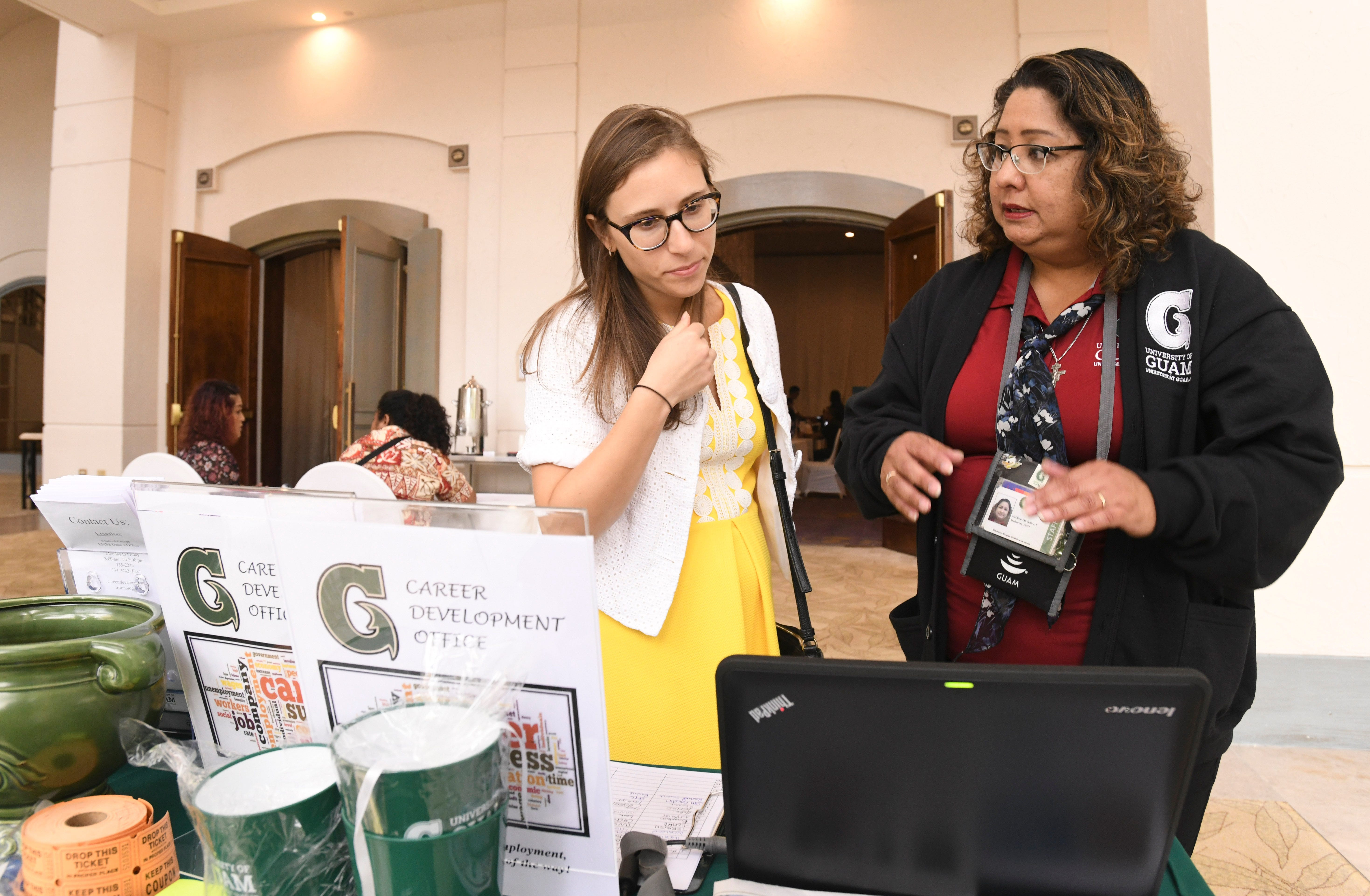 high school students attend chamber of commerce job fair