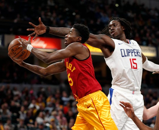 Indiana Pacers guard Edmond Sumner (5) drives by LA Clippers forward Johnathan Motley (15) at Bankers Life Fieldhouse on Feb. 7, 2019.