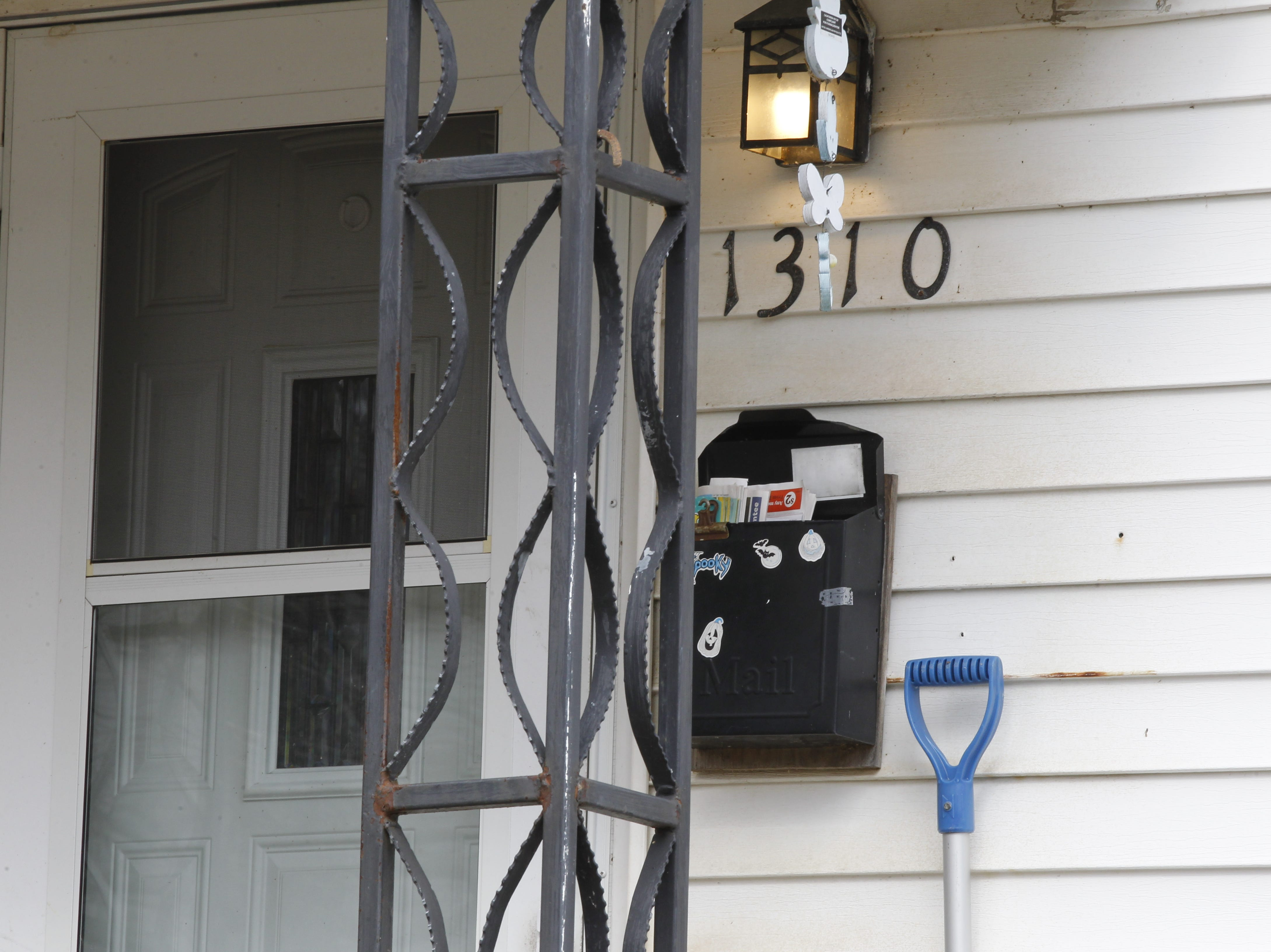 Lisa Heinsen's porch light remains on and her mail is piling up, suggesting that perhaps something's amiss. Family members asked police to check on her Thursday night, and officers found Heinsen dead inside the house on Hart Street.