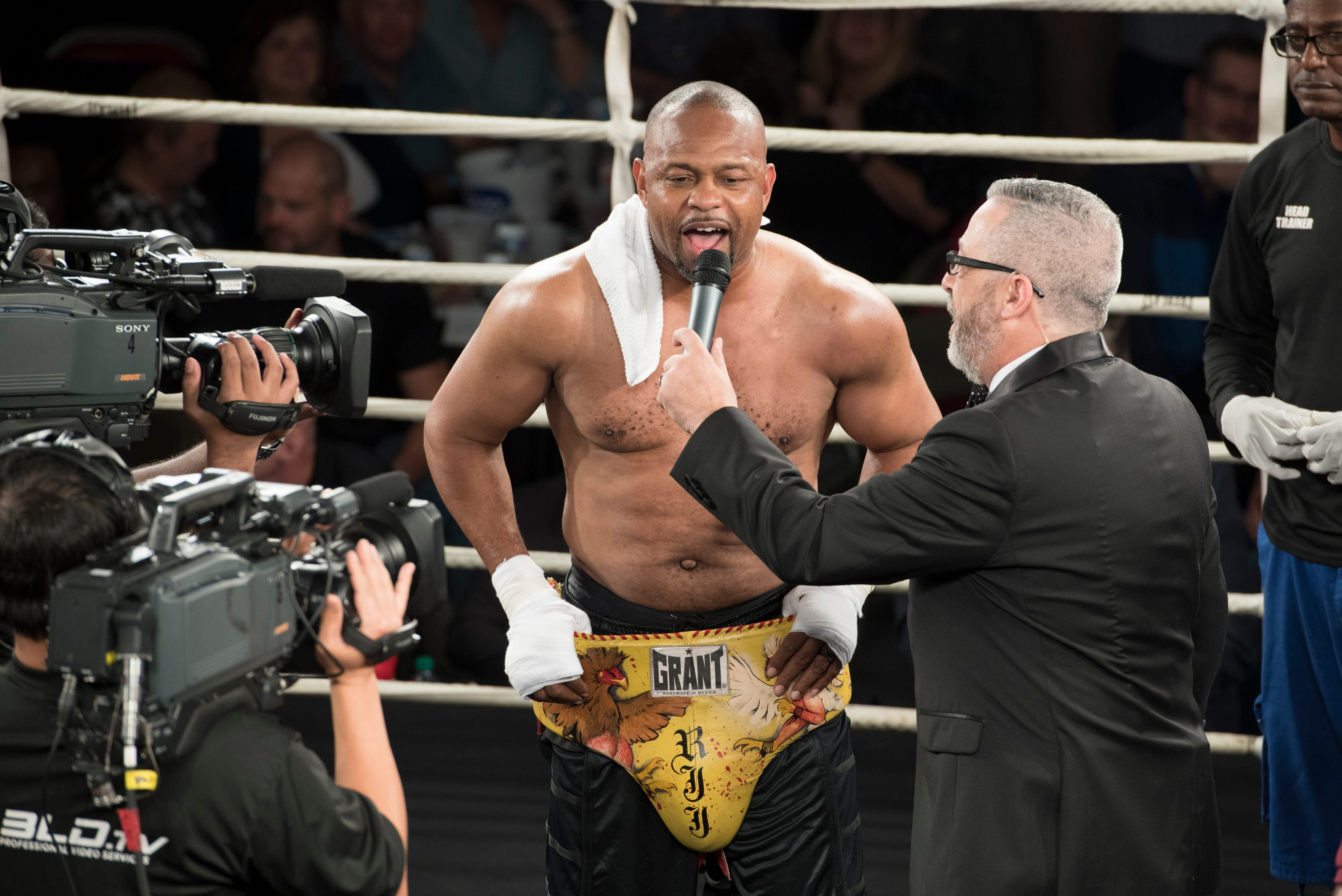 Roy Jones Jr. fights again in exhibition match at Island Fights 52