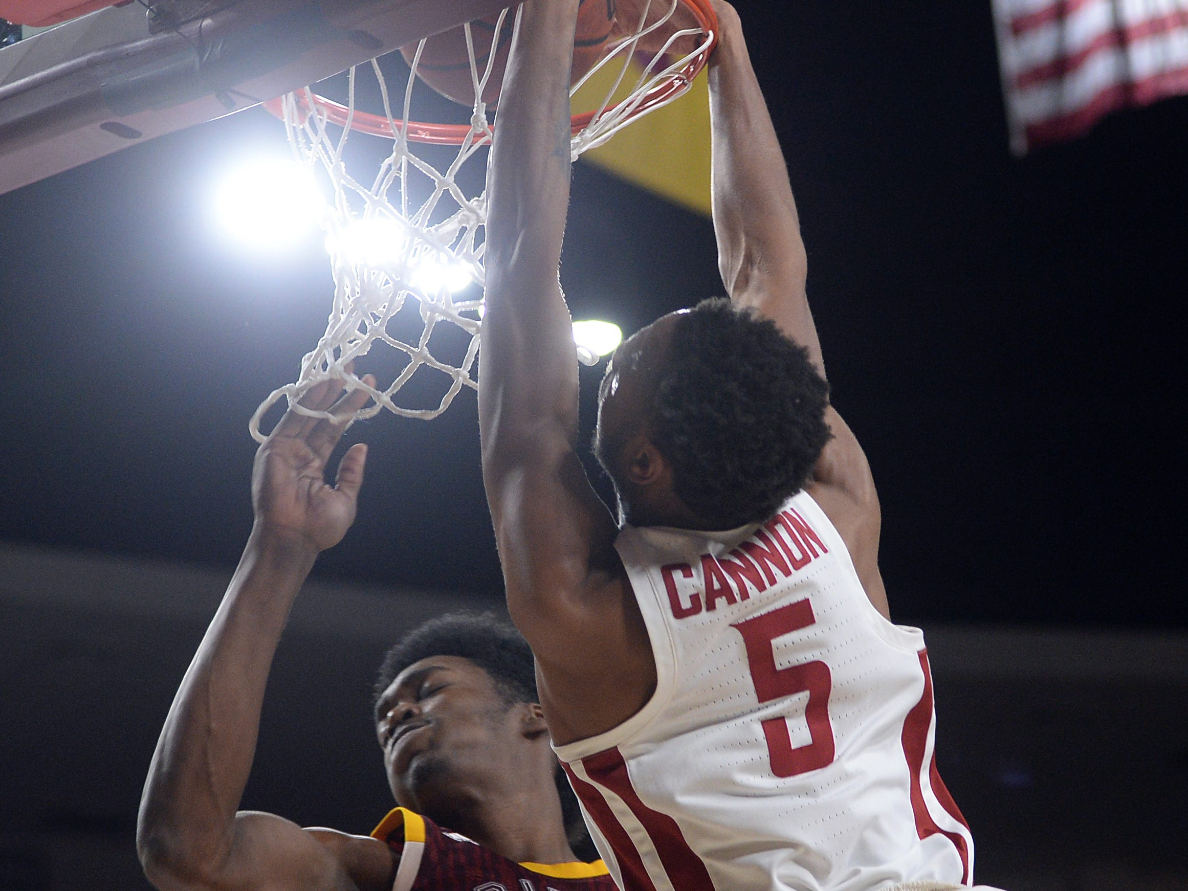 Feb 7, 2019; Tempe, AZ, USA; Washington State Cougars forward Marvin Cannon (5) dunks over Arizona State Sun Devils forward De'Quon Lake (32) during the first half at Wells Fargo Arena (AZ).