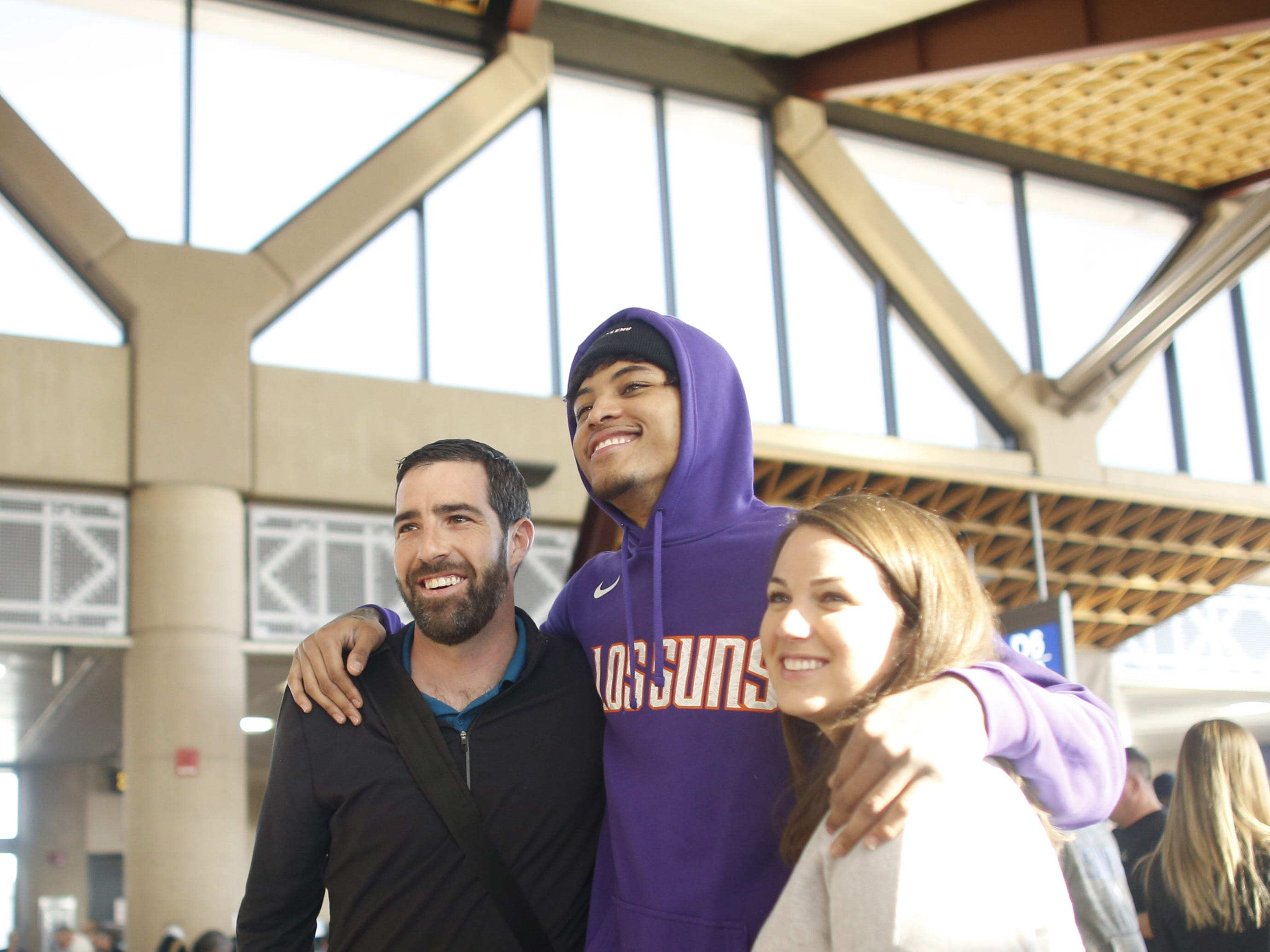 "Suns' Kelly Oubre poses for pictures with fans during a Suns and Southwest ""trading places"" event where players took on the roles of Southwest Airlines employees at Phoenix Sky Harbor Airport in Phoenix, Ariz. on February 7, 2019."