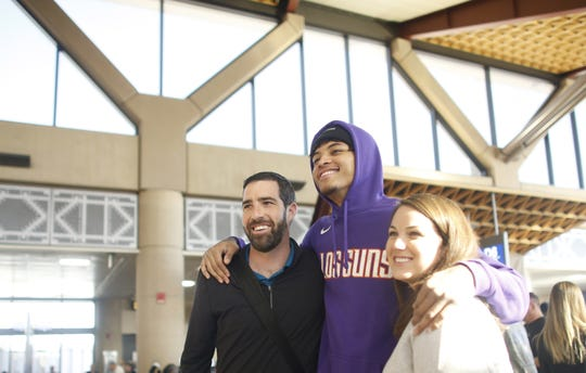 """Kelly Oubre Jr. poses with fans during a """"trading places"""" event with the Suns and Southwest Airlines."""