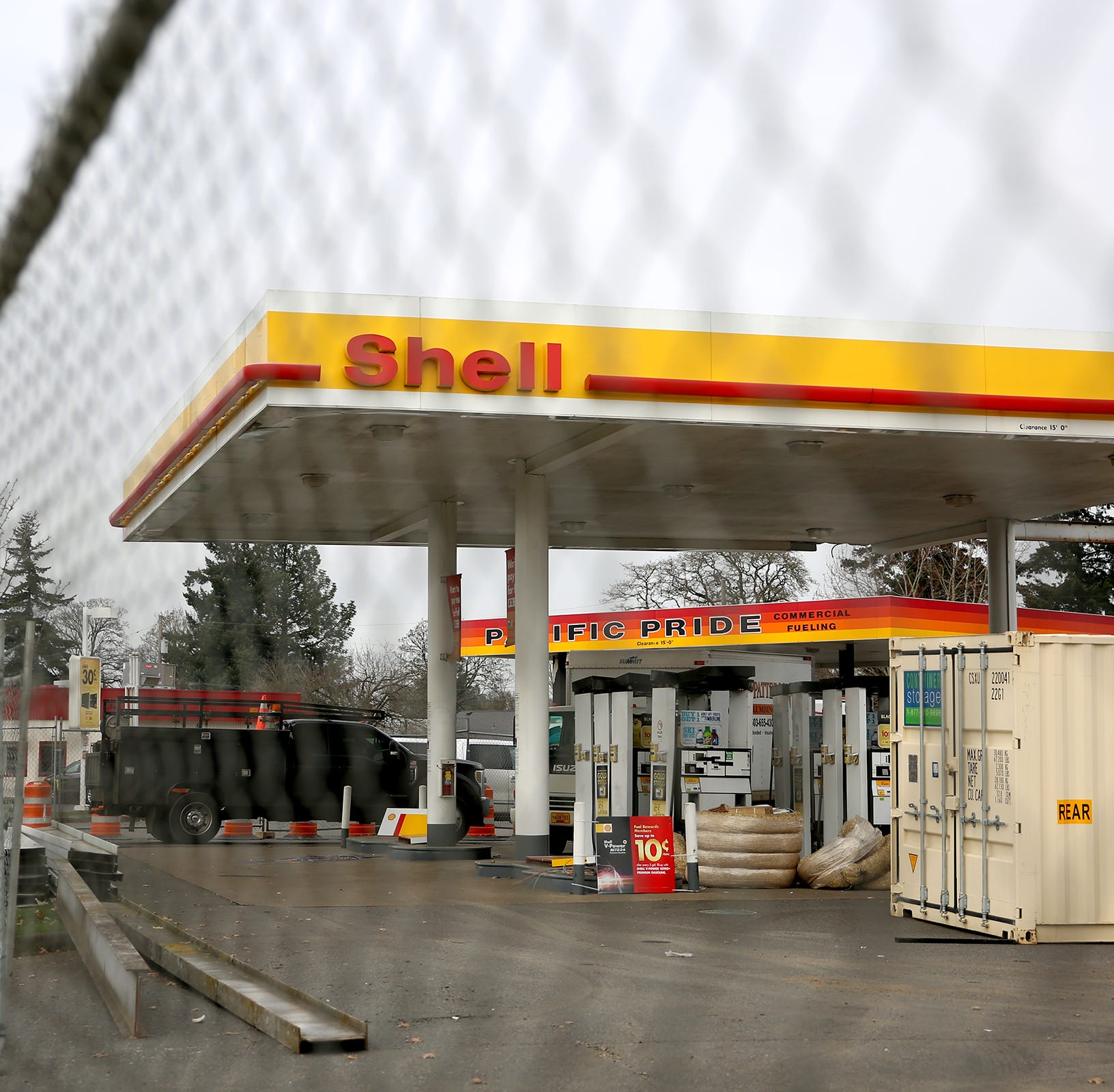 What's going on at the Shell station at Mission and 25th streets?