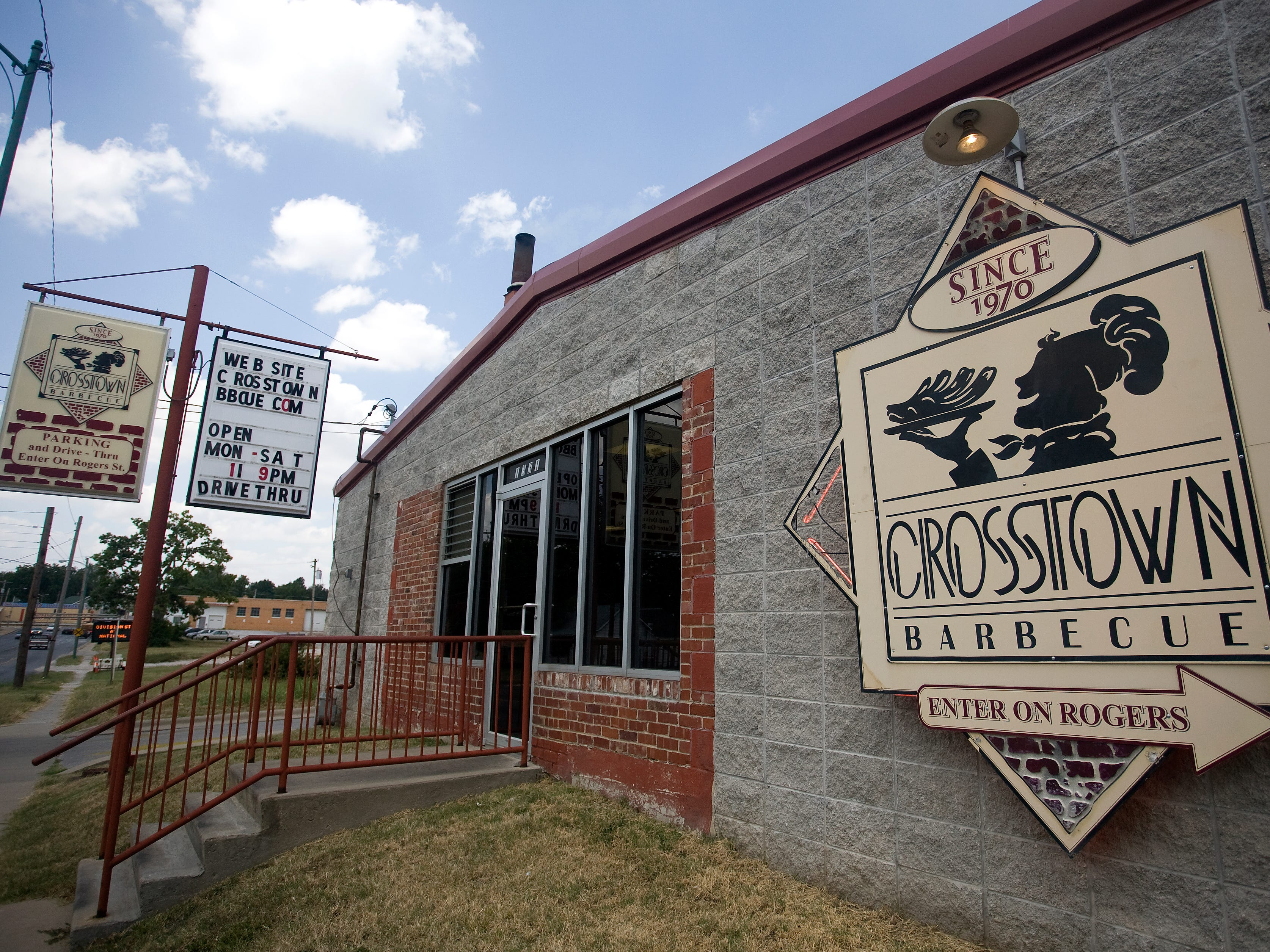Crosstown Barbecue was opened in 1970 by Jesse Williams at the same location it is in today. The current building that houses the restaurant was built in 2002, and is owned by Steve Williams, the son of the founder. The restaurant still serves the same Kansas City style barbecue that put them on the map.