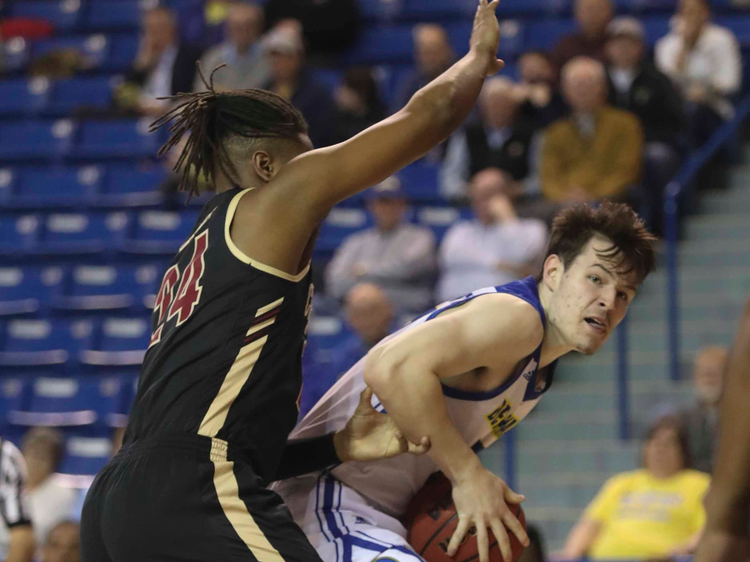 Delaware's Matt Veretto (right) tries to move to the basket against Charleston's Jaylen McManus in the first half at the Bob Carpenter Center Thursday.