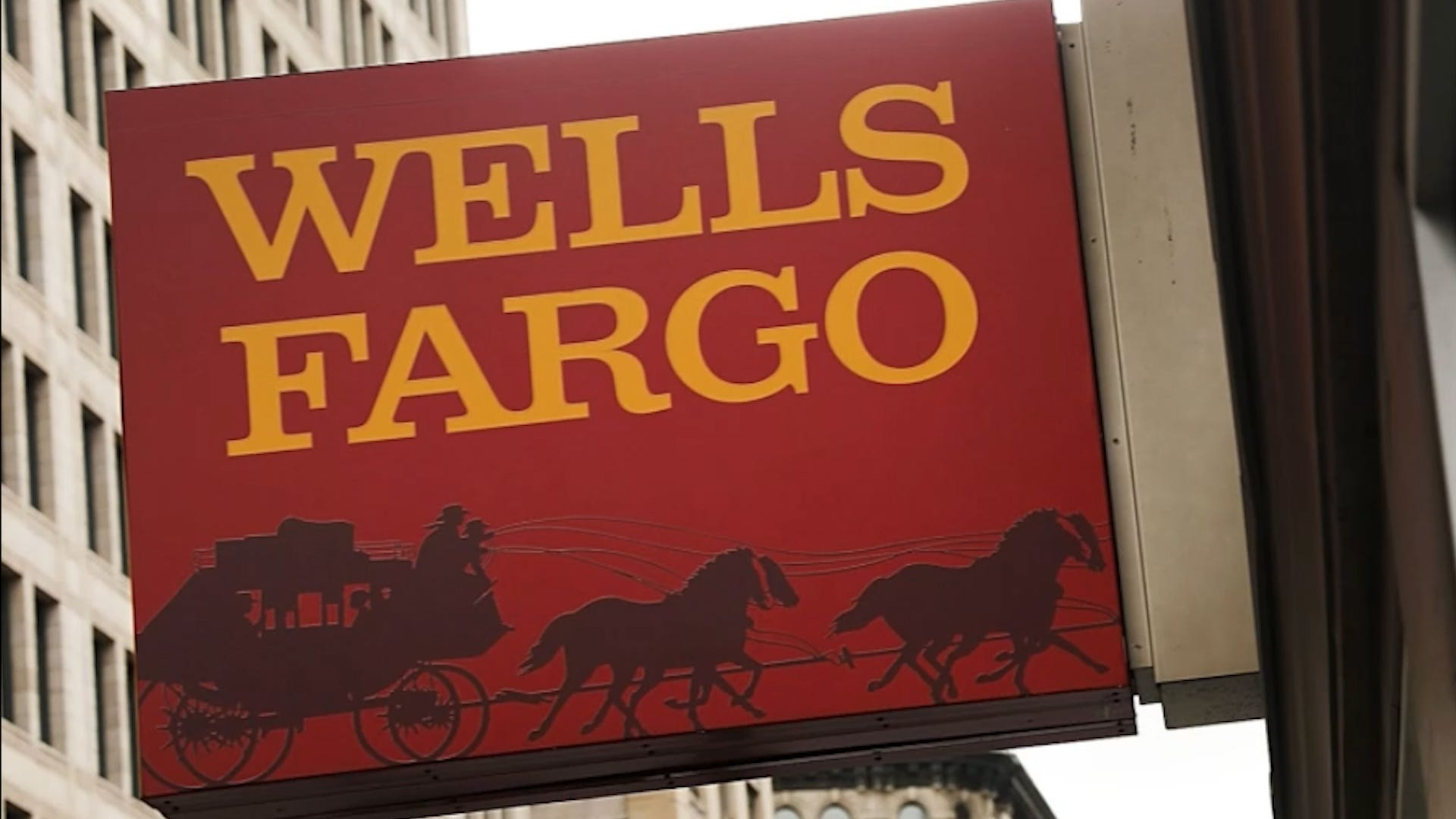 Wells Fargo says outage issues fixed, paychecks processed