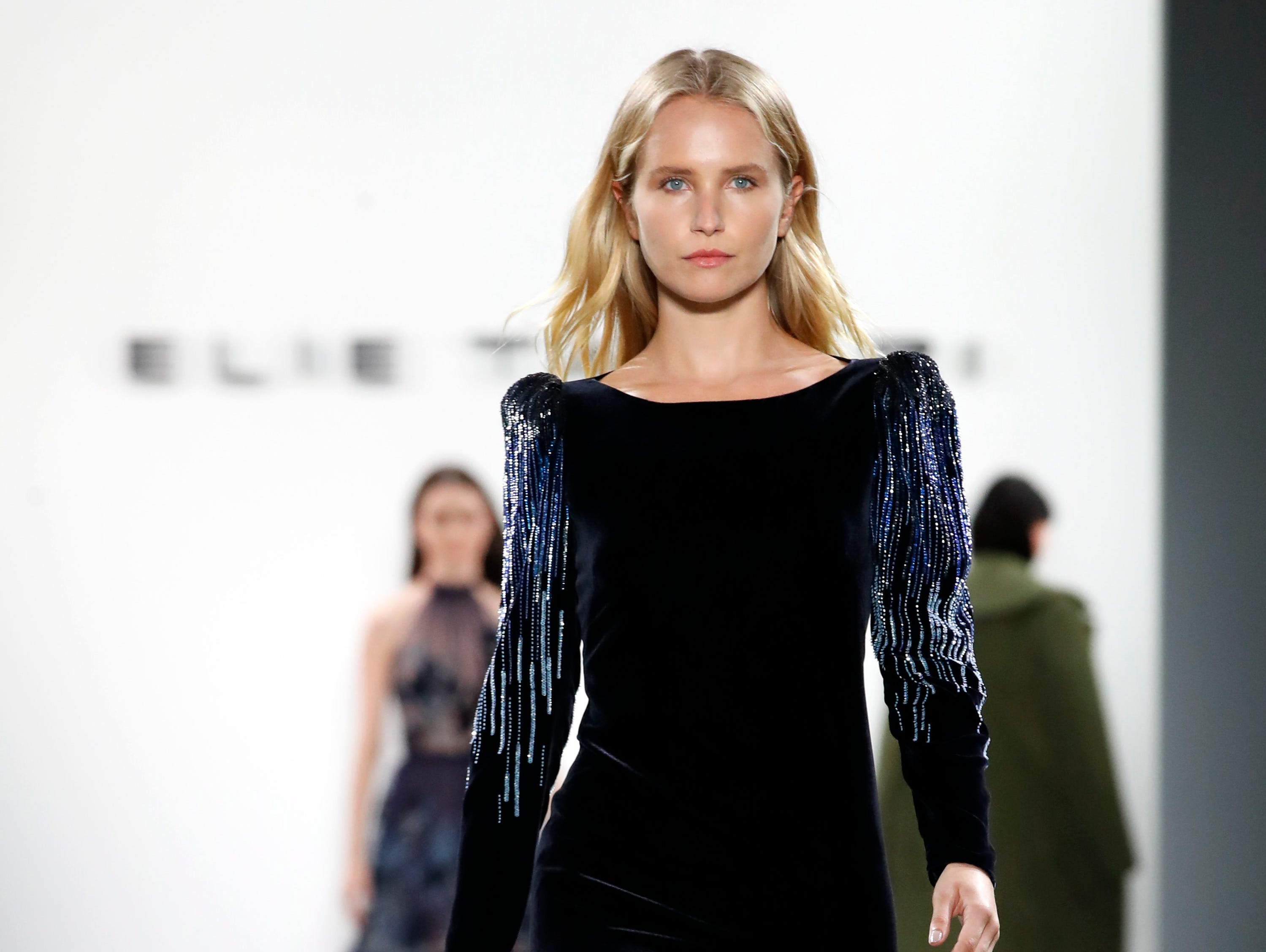 epa07351384 Model Sailor Lee Brinkley-Cook, daughter of former model Christie Brinkley, presents a creation by Elie Tahari during the New York Fashion Week, in New York, New York, 07 February 2019. The Fall-Winter 2019/20 collections are presented from 06 to 13 February.  EPA-EFE/JASON SZENES ORG XMIT: JSX04