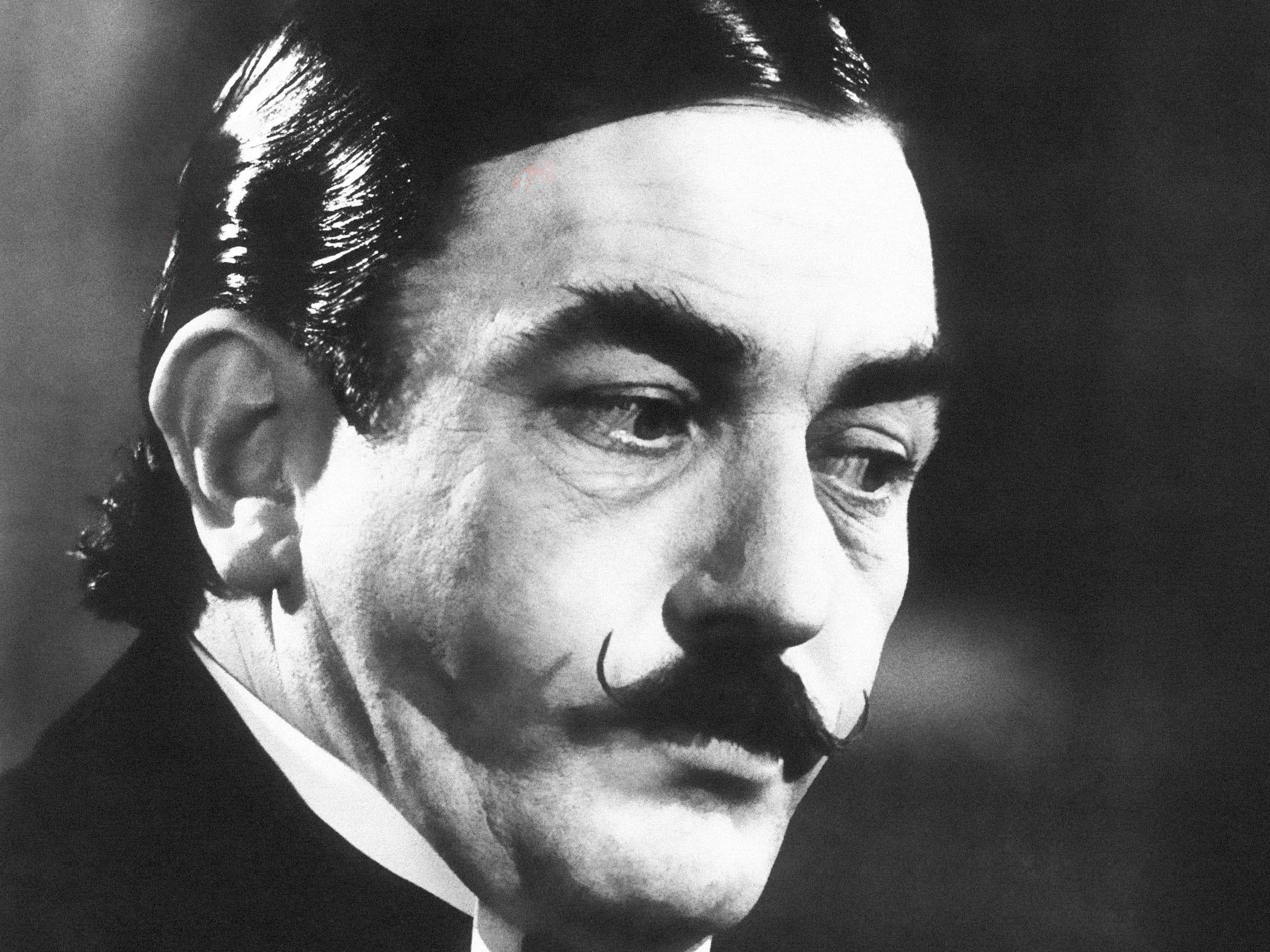 Albert Finney in February 1975.