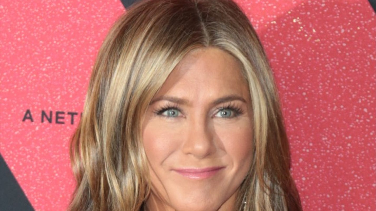 Fans defend Jennifer Aniston for 'first pandemic' Christmas ornament: 'She's coping with humor' - USA TODAY