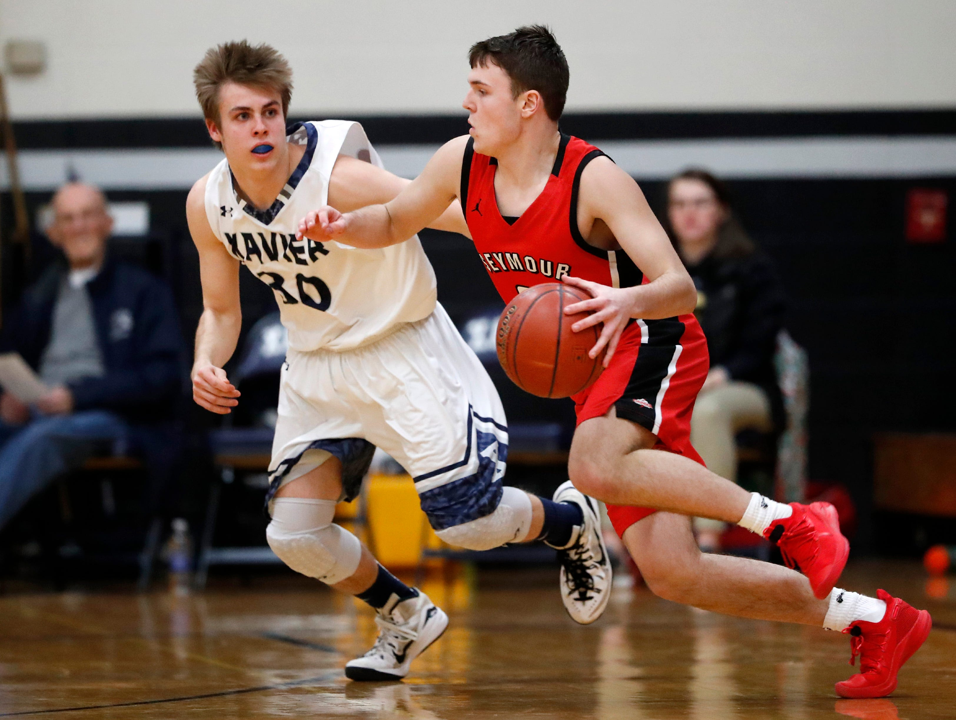 Xavier High SchoolÕs Cal Mares tries to cover Seymour High School's Riley Murphy Friday, Feb. 8, 2019, in Appleton, Wis.Xavier High School defeated Seymour 92-50.Danny Damiani/USA TODAY NETWORK-Wisconsin
