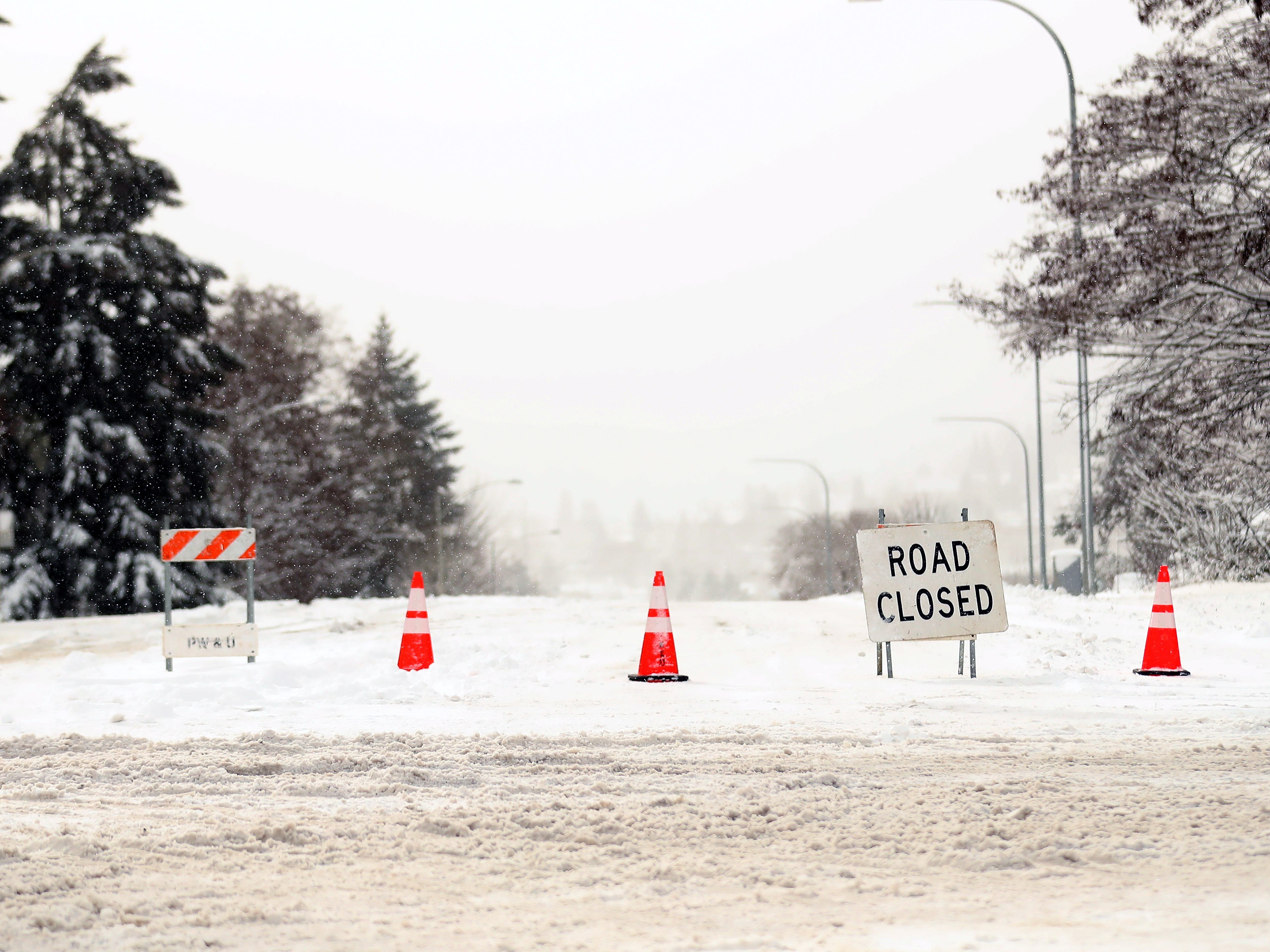 The Warren Ave Bridge remained closed on Saturday, February 9, 2019.