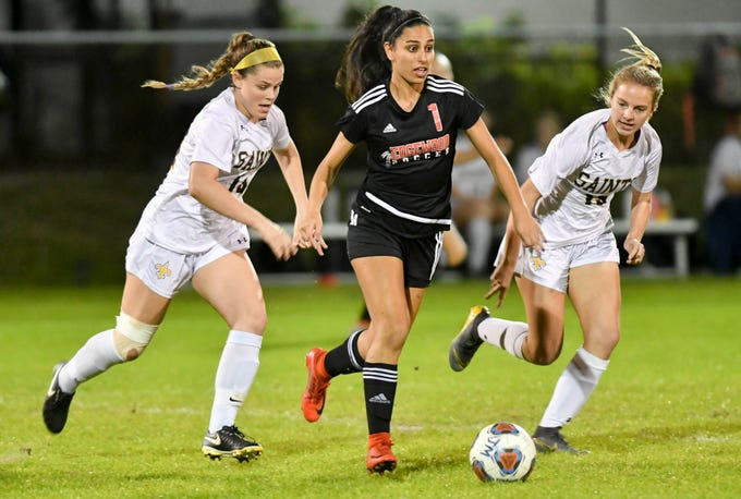 dd5cd6d6be79 Fran Espinoza of Edgewood (1) is pursued by Meg Parent (14) and