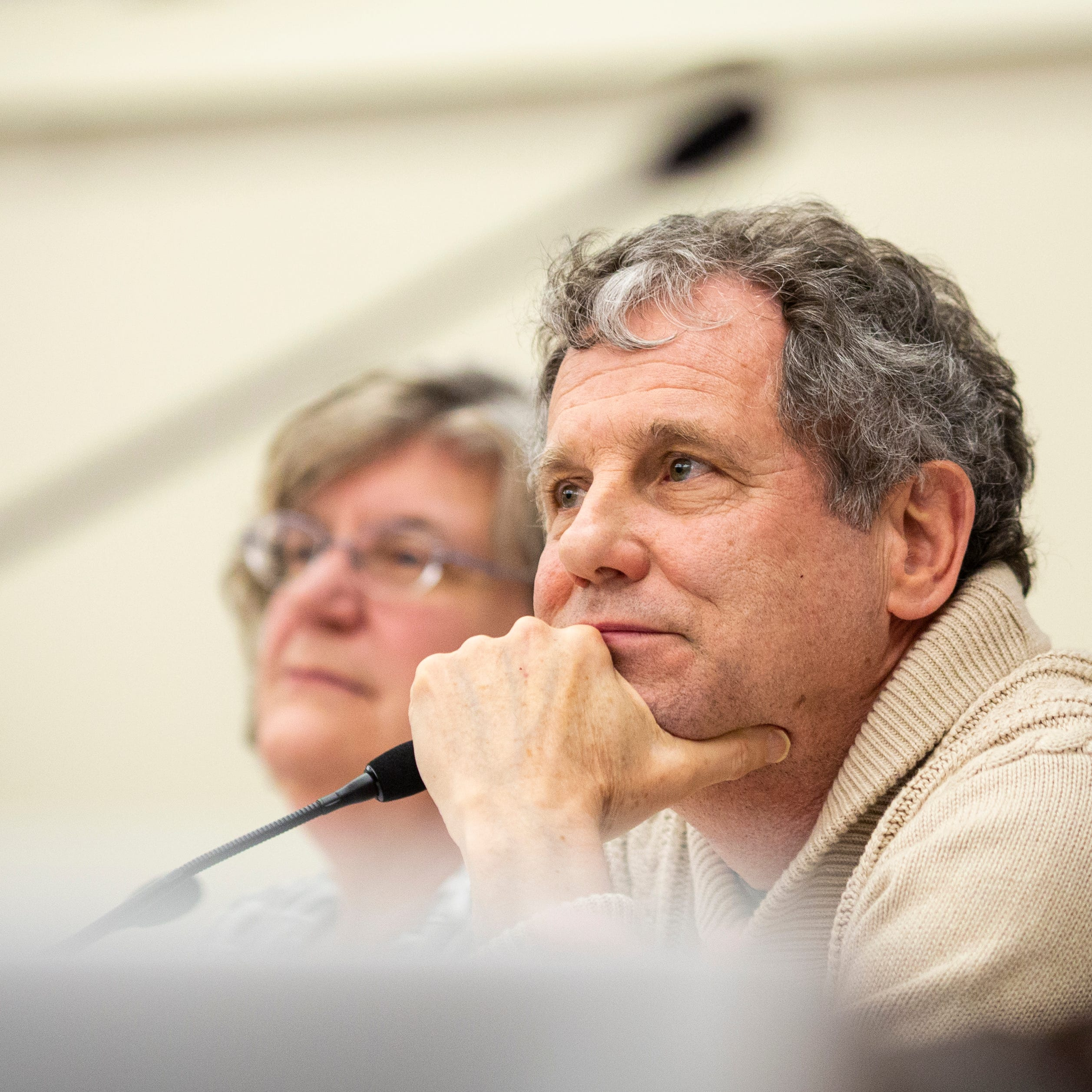 Sherrod Brown kicks off tour of NH with praise of Cincinnati colleges