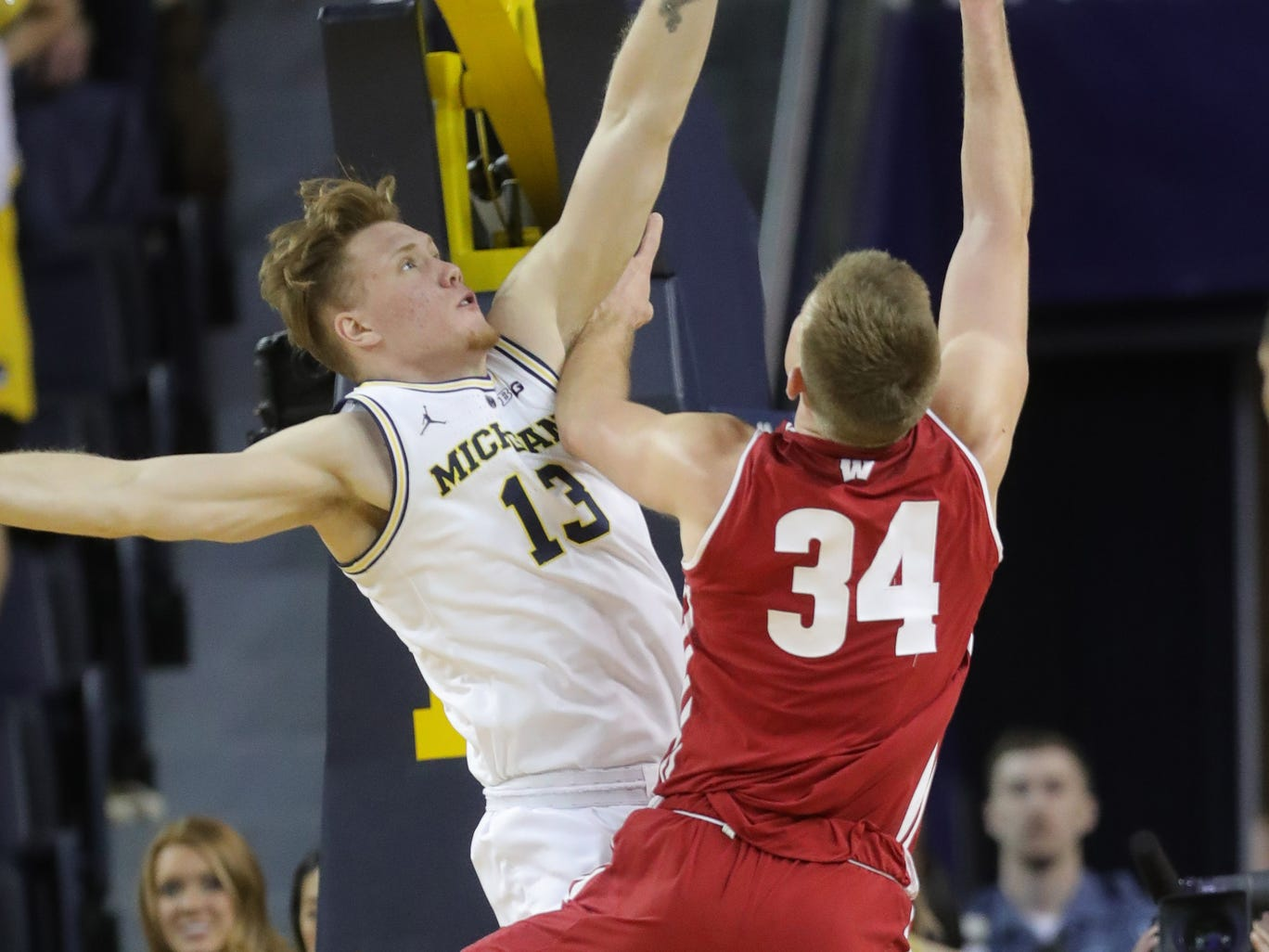 Michigan forward Ignas Brazdeikis defends Wisconsin forward Nate Reuvers during the second half Saturday, Feb. 9, 2019 at Crisler Center.