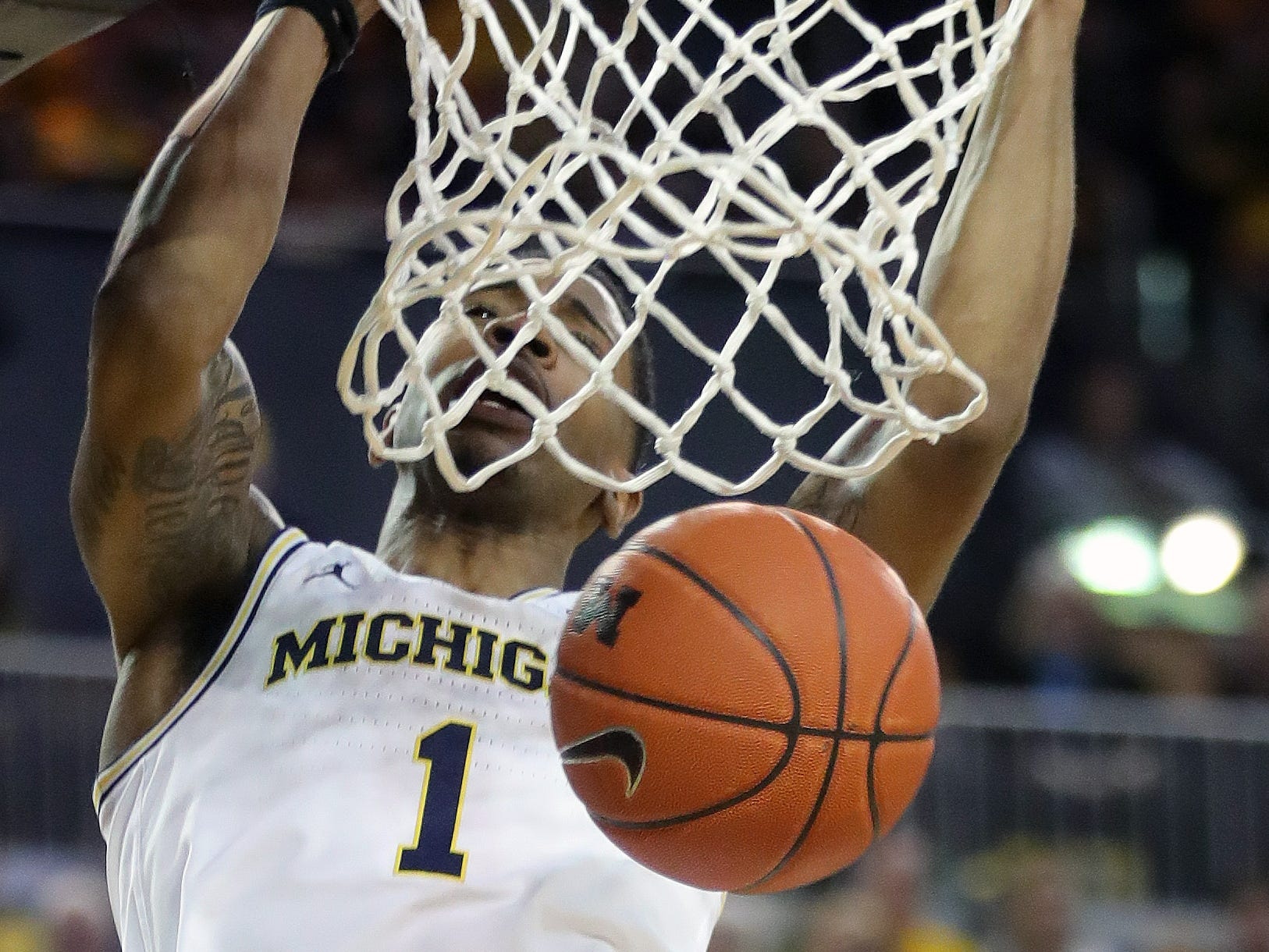 Michigan guard Charles Matthews scores against Wisconsin during the second half Saturday, Feb. 9, 2019 at Crisler Center.
