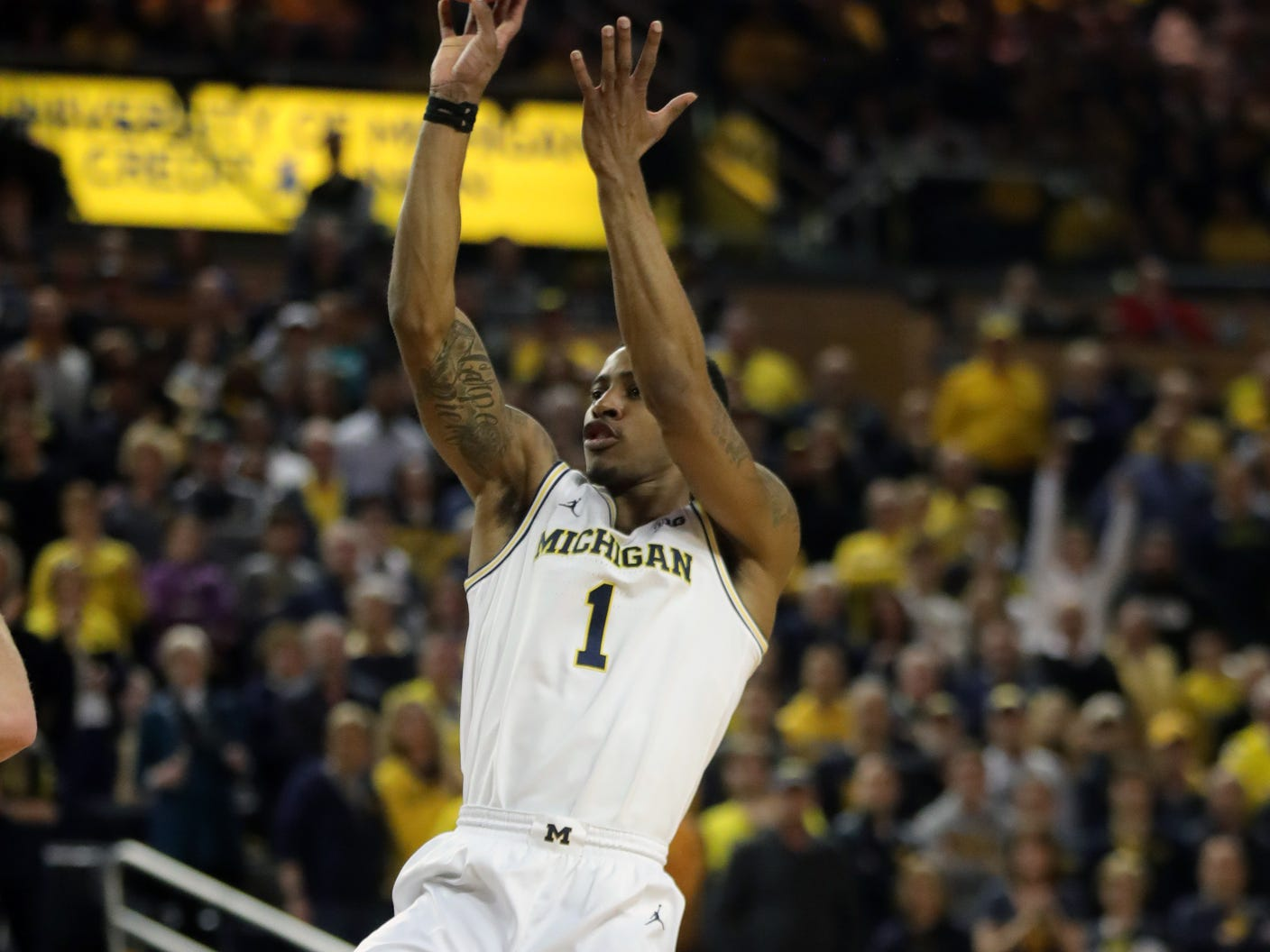 Michigan's Charles Matthews scores against Wisconsin during the second half Saturday, Feb. 9, 2019 at the Crisler Center.