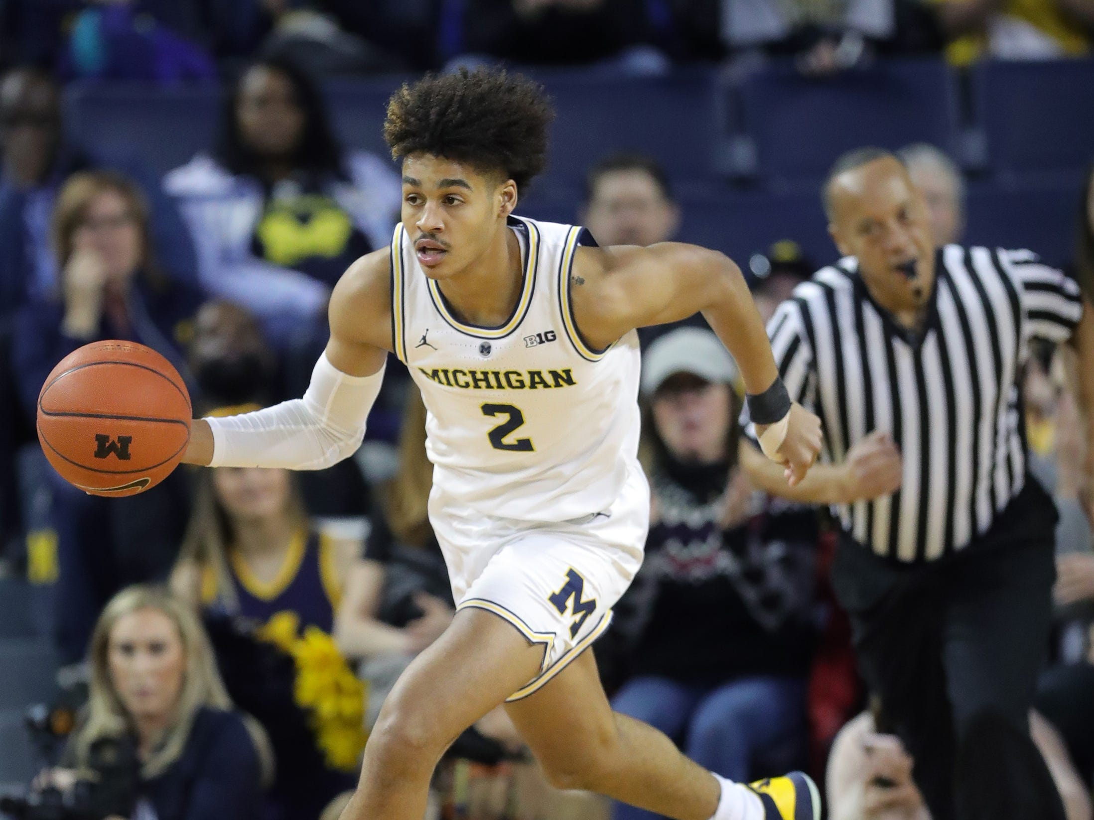 Michigan guard Jordan Poole brings the ball up court against Wisconsin, Saturday, Feb. 9, 2019 at the Crisler Center.