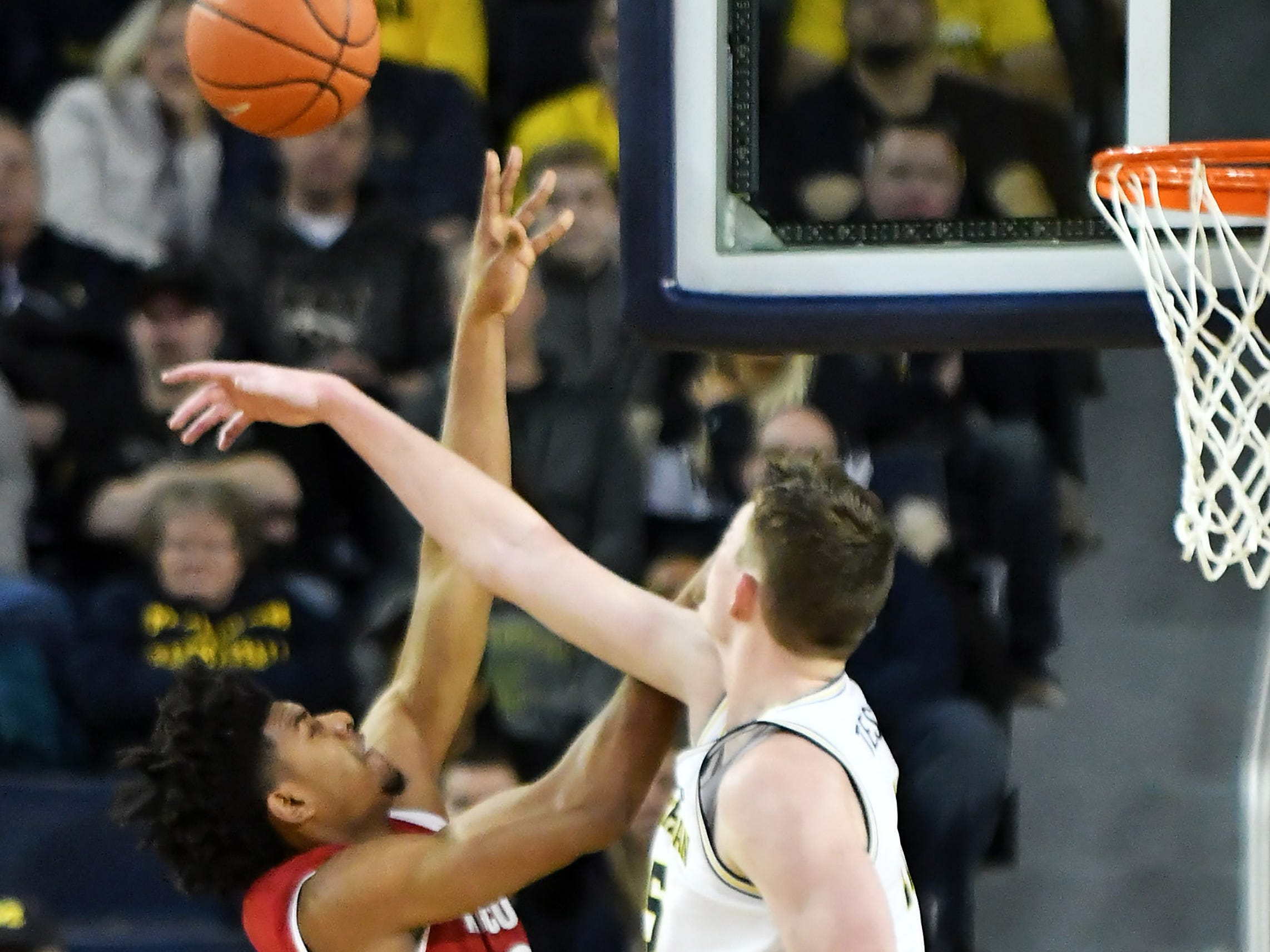 Michigan center Jon Teske (15) blocks a shot by Wisconsin forward Aleem Ford (2) in the first half.