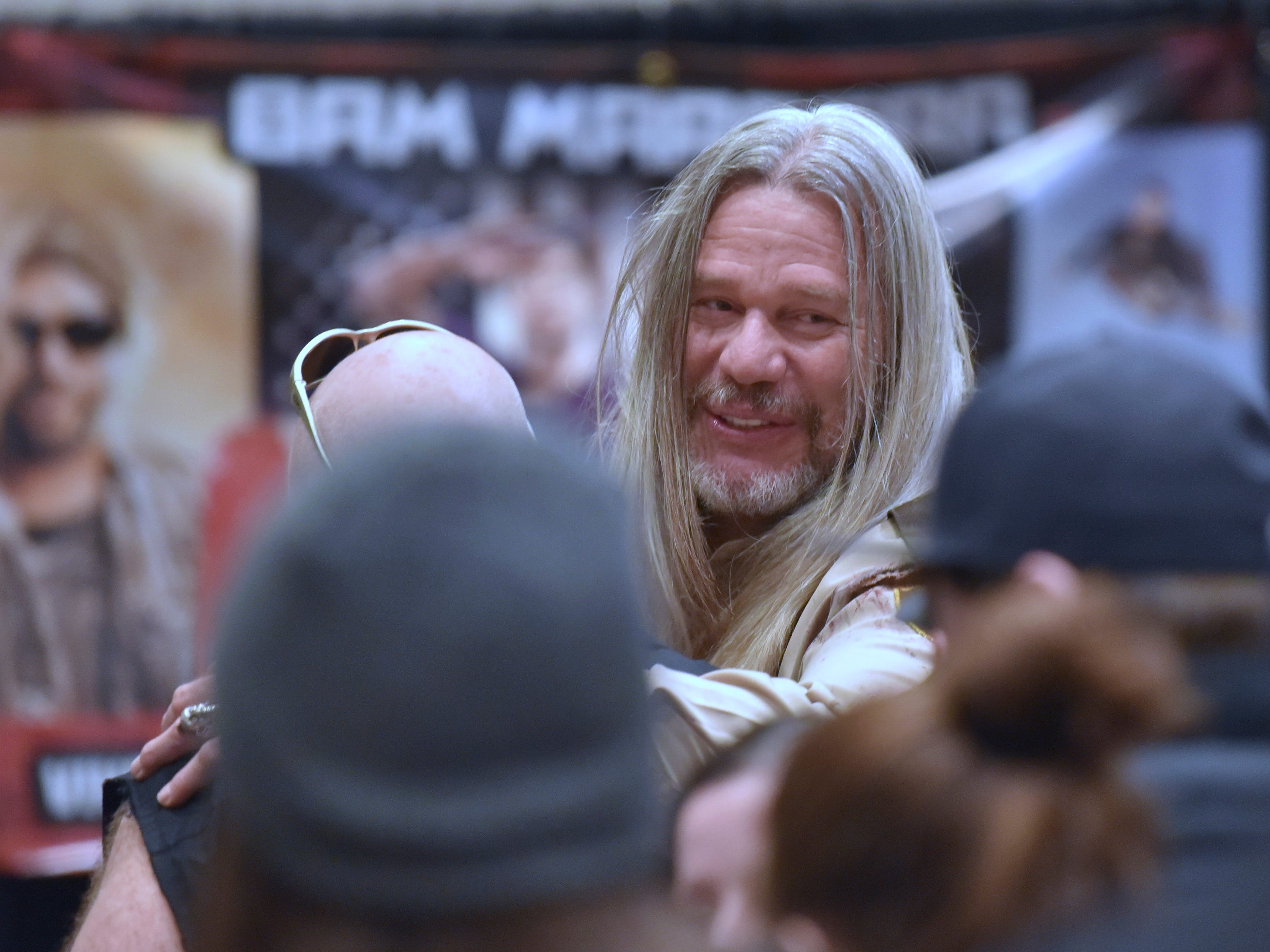Six-foot, 10-inches tall actor Robert Mukes, who played 'Rufus R.J. Firefly, Jr,' in Rob Zombie's slasher / horror movie House of 1000 Corpses, talks to a fan.