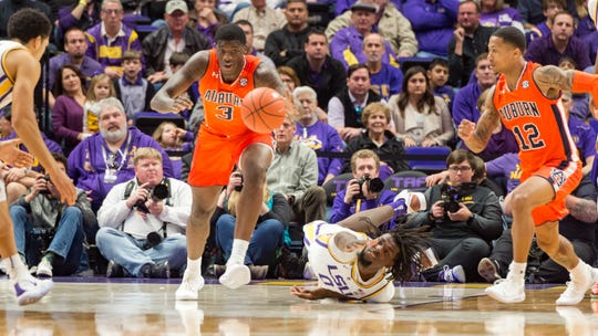 Daniel Purifoy scrambles for a loose ball as the LSU Tigers take down the Auburn Tigers 83-78. Saturday, Feb. 9, 2019.