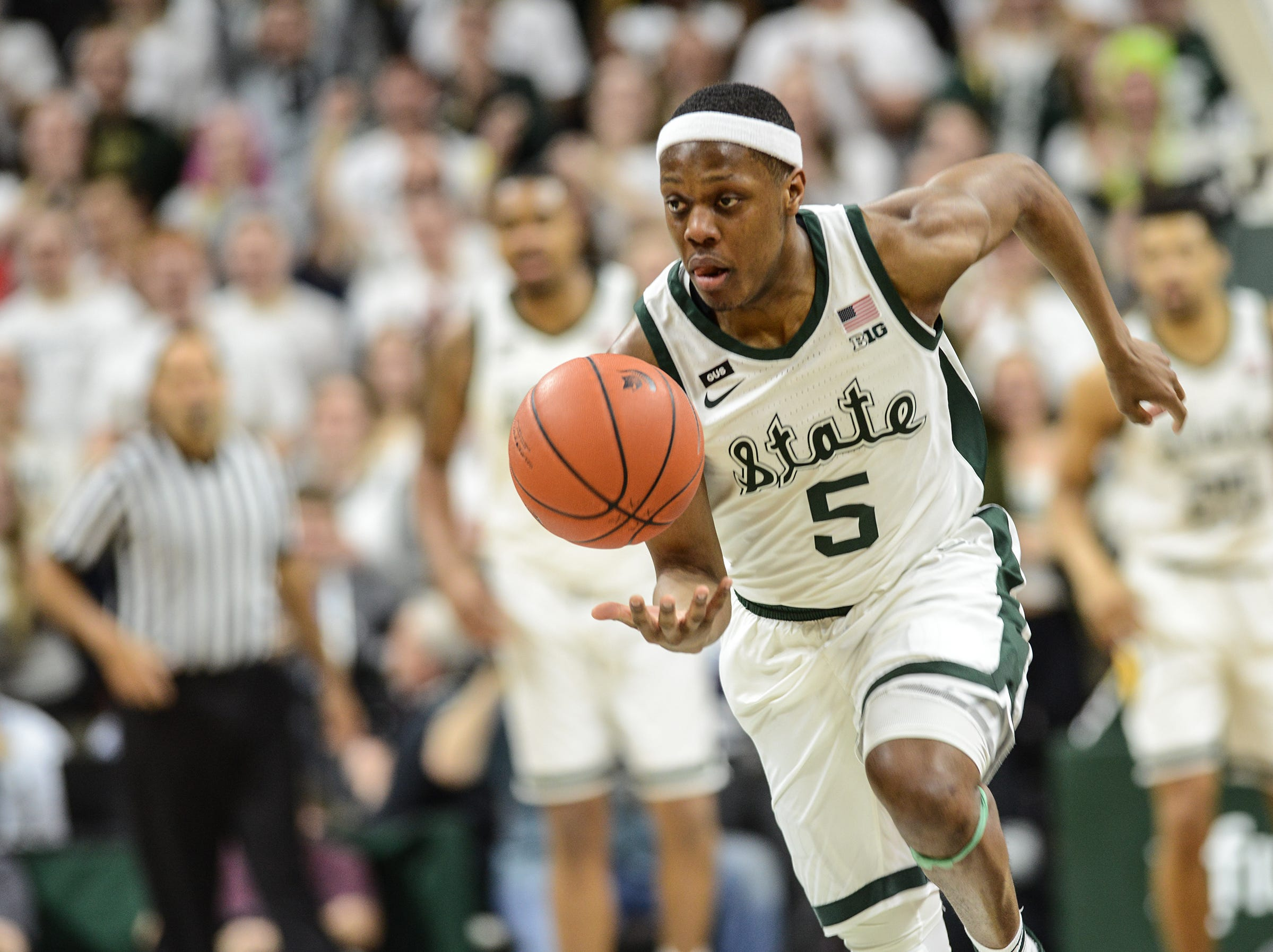 MSU's Cassius Winston brings up the ball against Minnesota at the Breslin Center Saturday, Feb. 9, 2019.