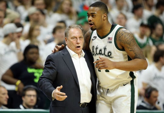Tom Izzo talks to forward Nick Ward during the first half vs. Minnesota.