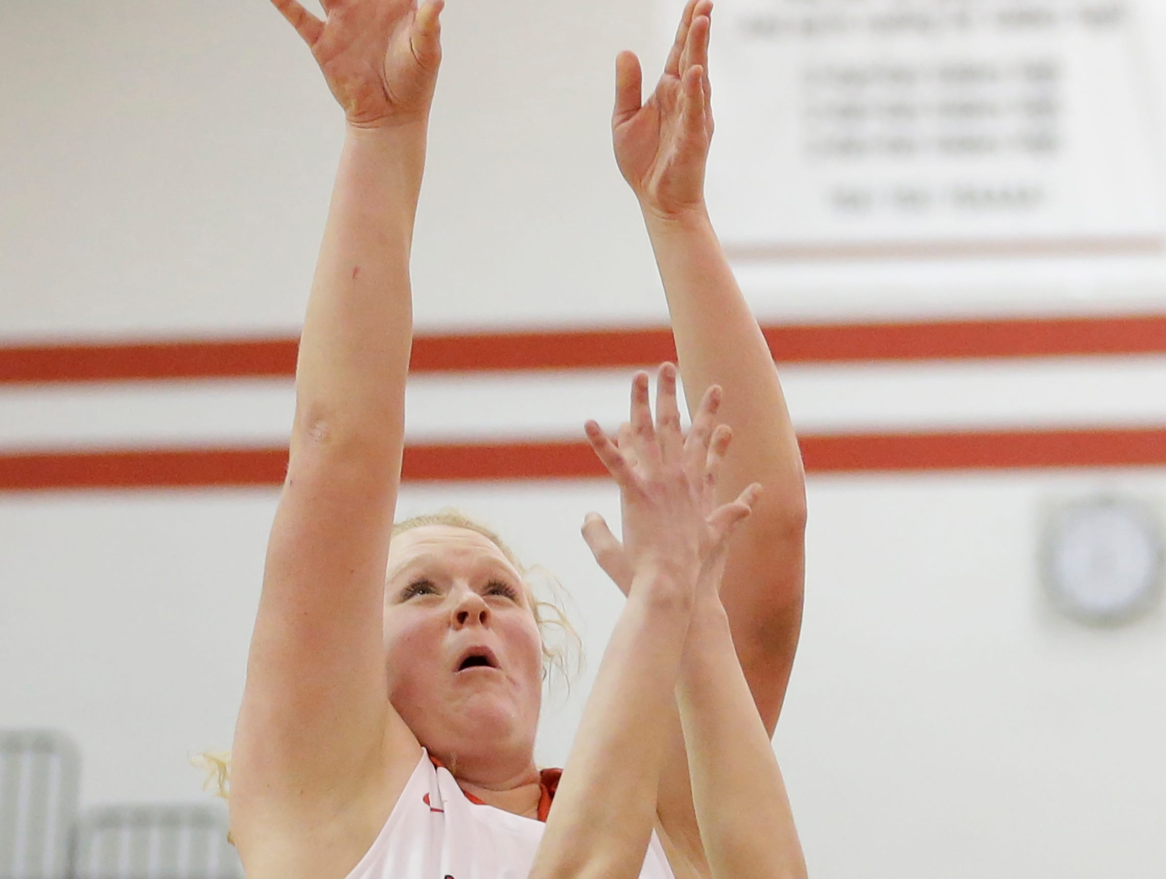 Valders' Kendra Hammel (35) puts up a shot against New Holstein at Valders High School Friday, February 8, 2019, in Valders, Wis. Joshua Clark/USA TODAY NETWORK-Wisconsin
