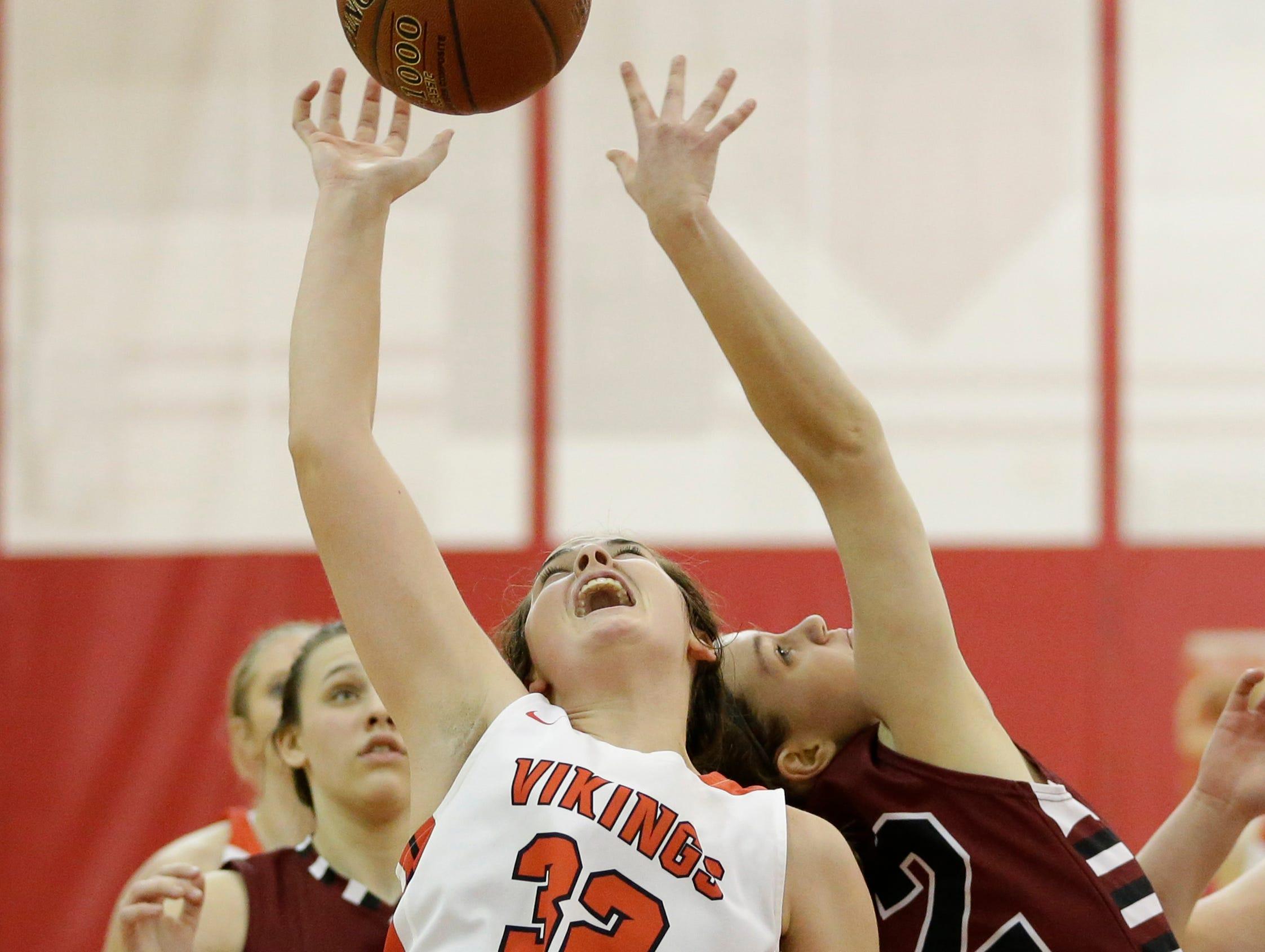 Valders' Lindsay Glaeser (32) reaches for a rebound against New Holstein at Valders High School Friday, February 8, 2019, in Valders, Wis. Joshua Clark/USA TODAY NETWORK-Wisconsin